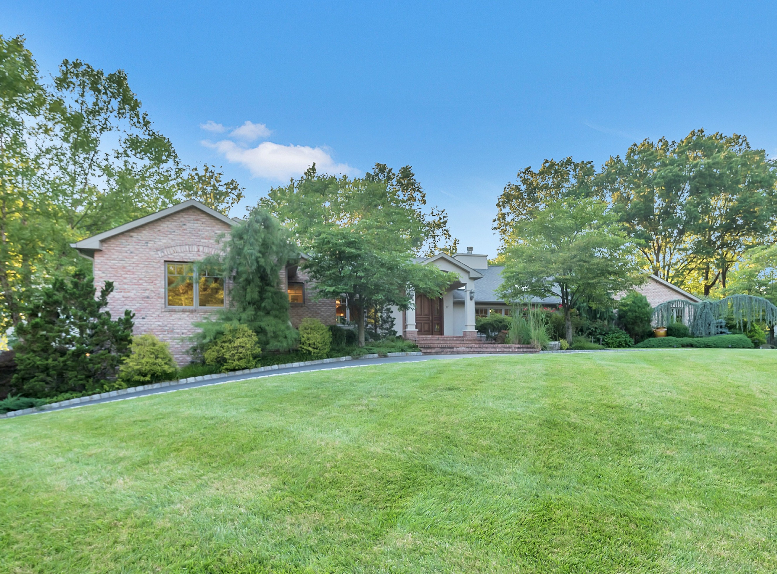 Single Family Home for Sale at Gracious Indoor & Outdoor Living 22 Fenimore Drive Scotch Plains, 07076 United States
