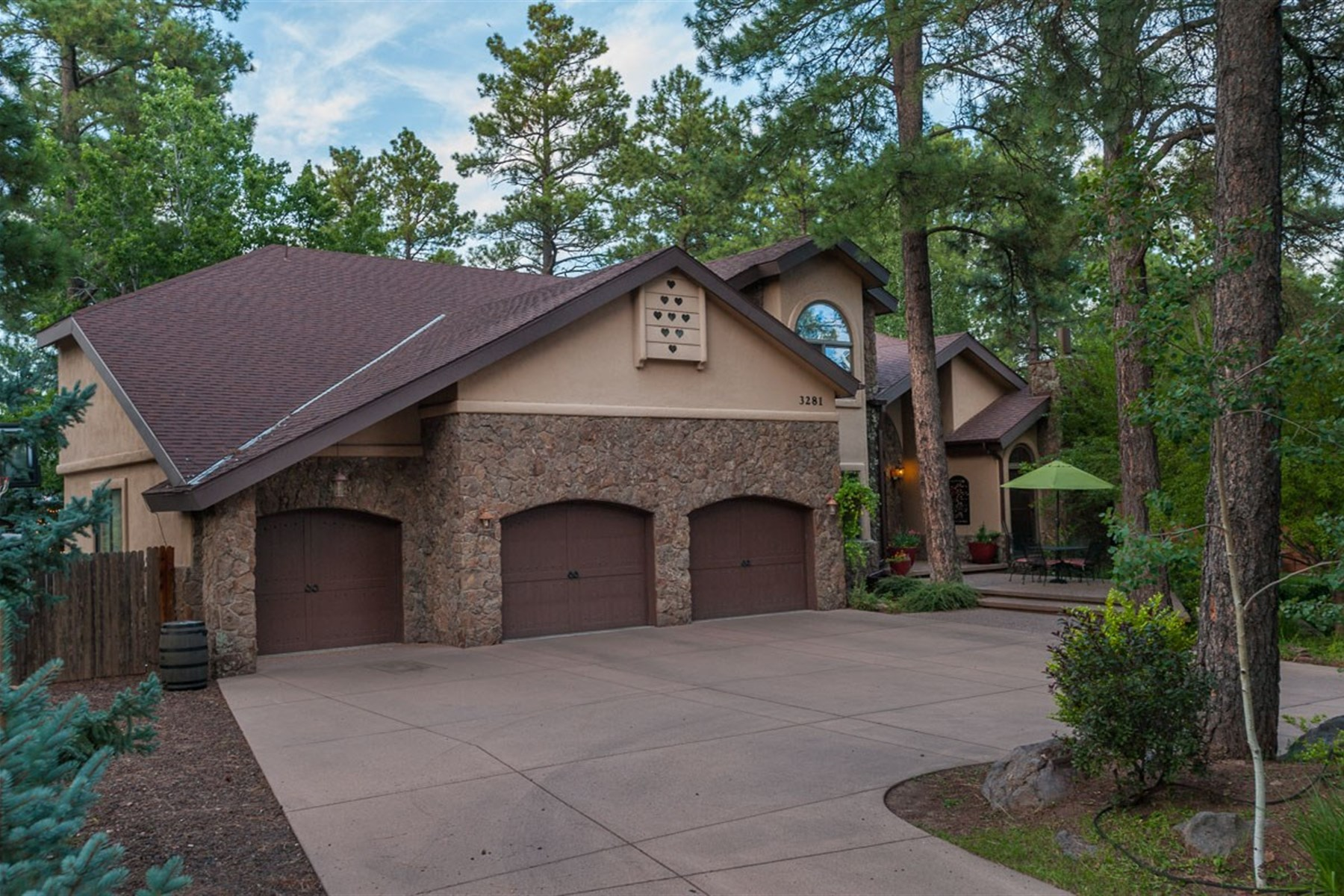 Vivienda unifamiliar por un Venta en Immaculate Home Rivals Resort-Style Living. 3281 S Little Dr Flagstaff, Arizona 86005 Estados Unidos