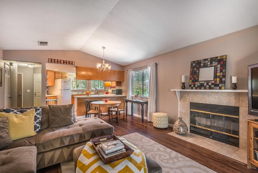 獨棟家庭住宅 為 出售 在 Adorable in Coffey Park 1916 Dogwood Drive Santa Rosa, 加利福尼亞州 95403 美國