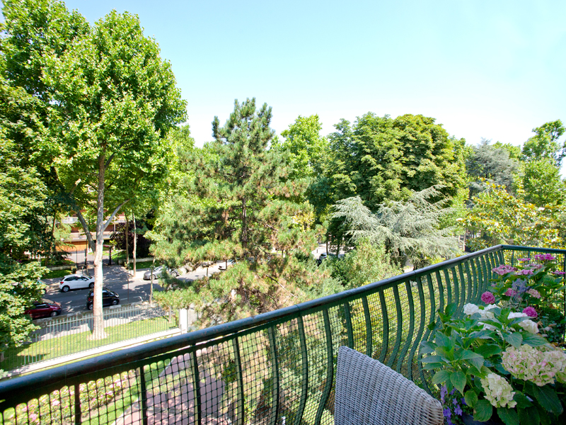 Apartment for Sale at Family Apartment with balcony - Chateau Neuilly, Ile-De-France 92200 France
