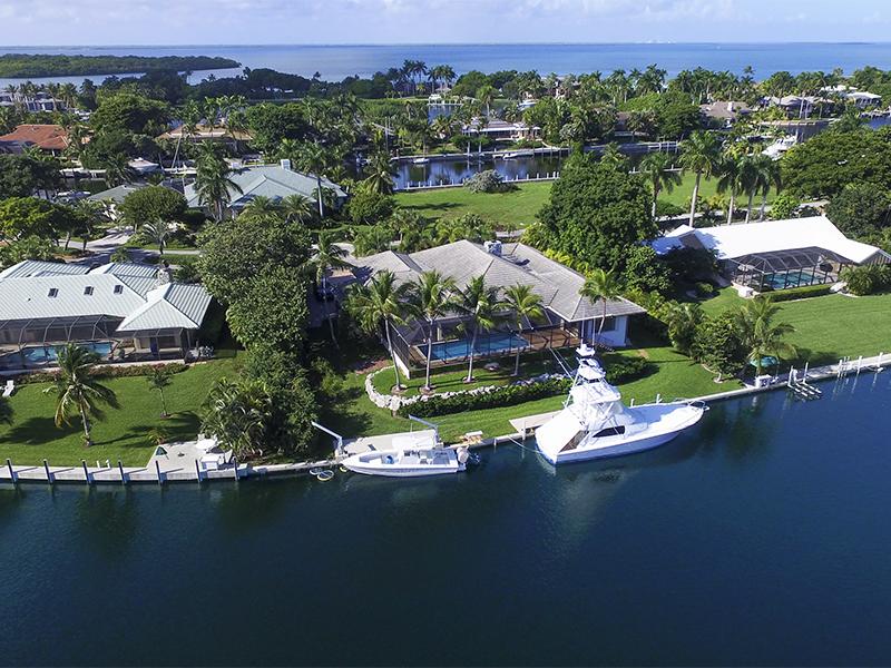 Einfamilienhaus für Verkauf beim Charming Waterfront Home at Ocean Reef 22 Sunset Cay Road Ocean Reef Community, Key Largo, Florida 33037 Vereinigte Staaten