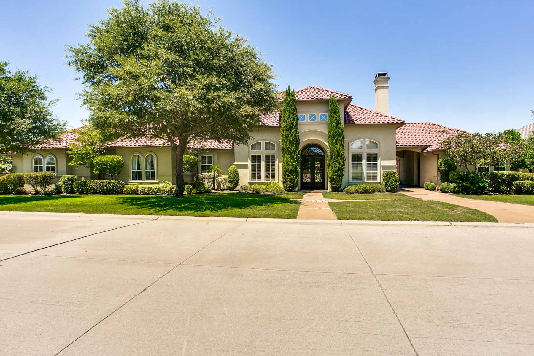 Casa Unifamiliar por un Venta en Exclusive Mira Vista Guard Gated Community 6729 Harbour Town Lane Fort Worth, Texas, 76132 Estados Unidos