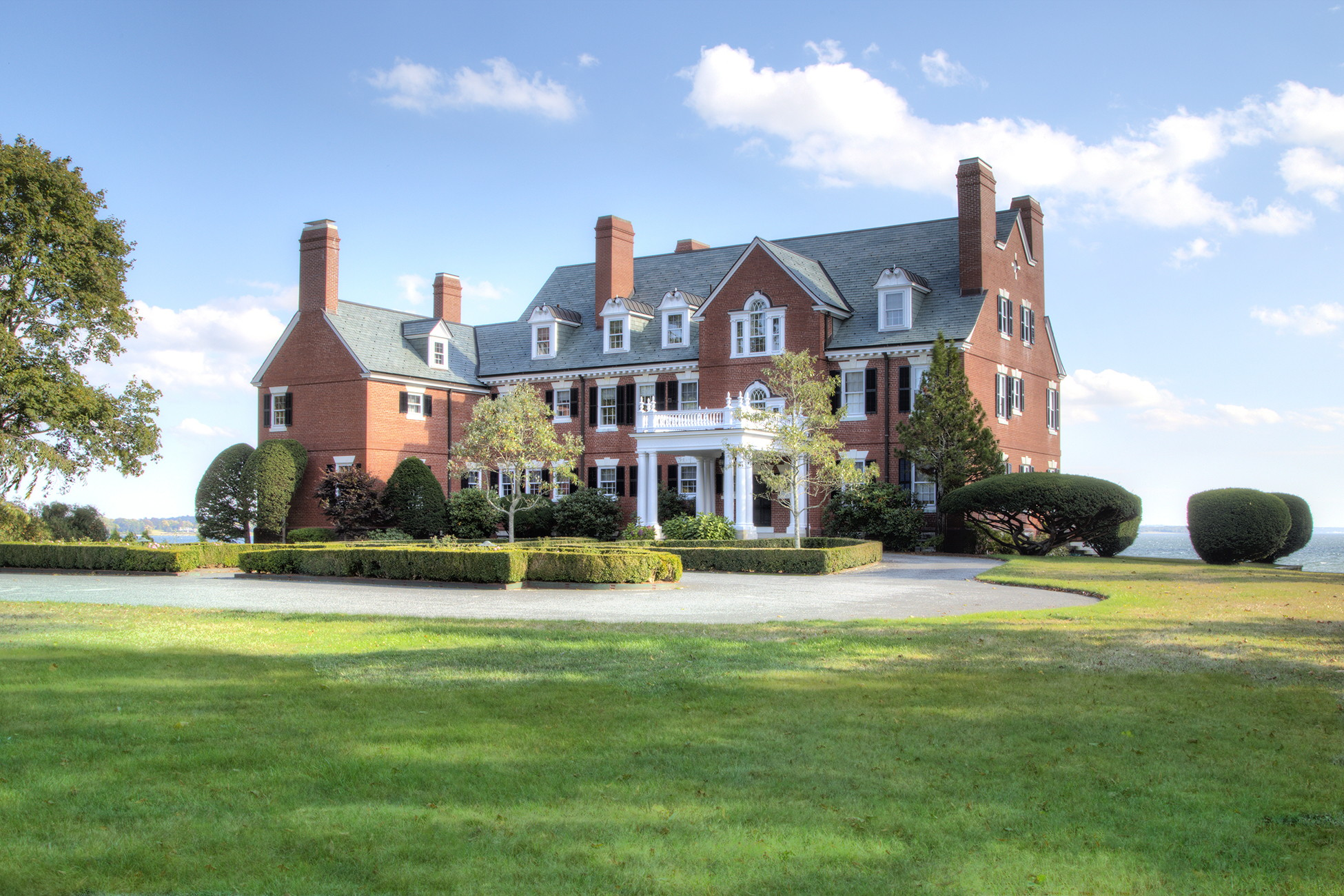 Casa Unifamiliar por un Venta en Classic Waterfront Estate 115 Nayatt Road Barrington, Rhode Island 02806 Estados Unidos