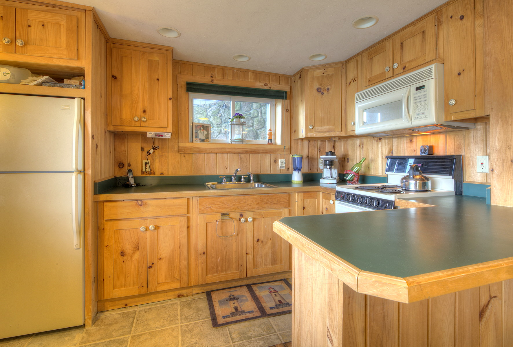 Additional photo for property listing at Boater's Dream 15 Narrows Road Narragansett, Rhode Island 02882 Estados Unidos