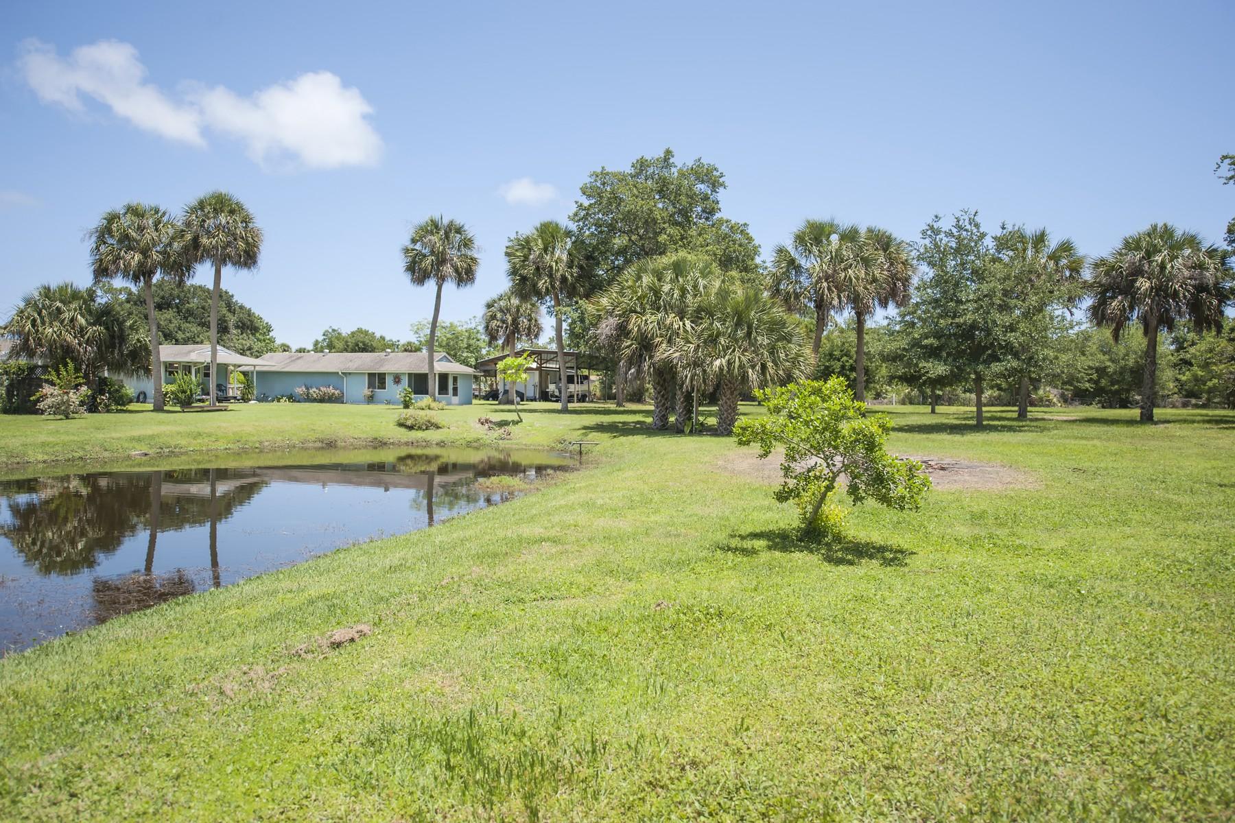 独户住宅 为 销售 在 True Florida home on almost 3 acres 3745 Main Street Micco, 佛罗里达州 32976 美国