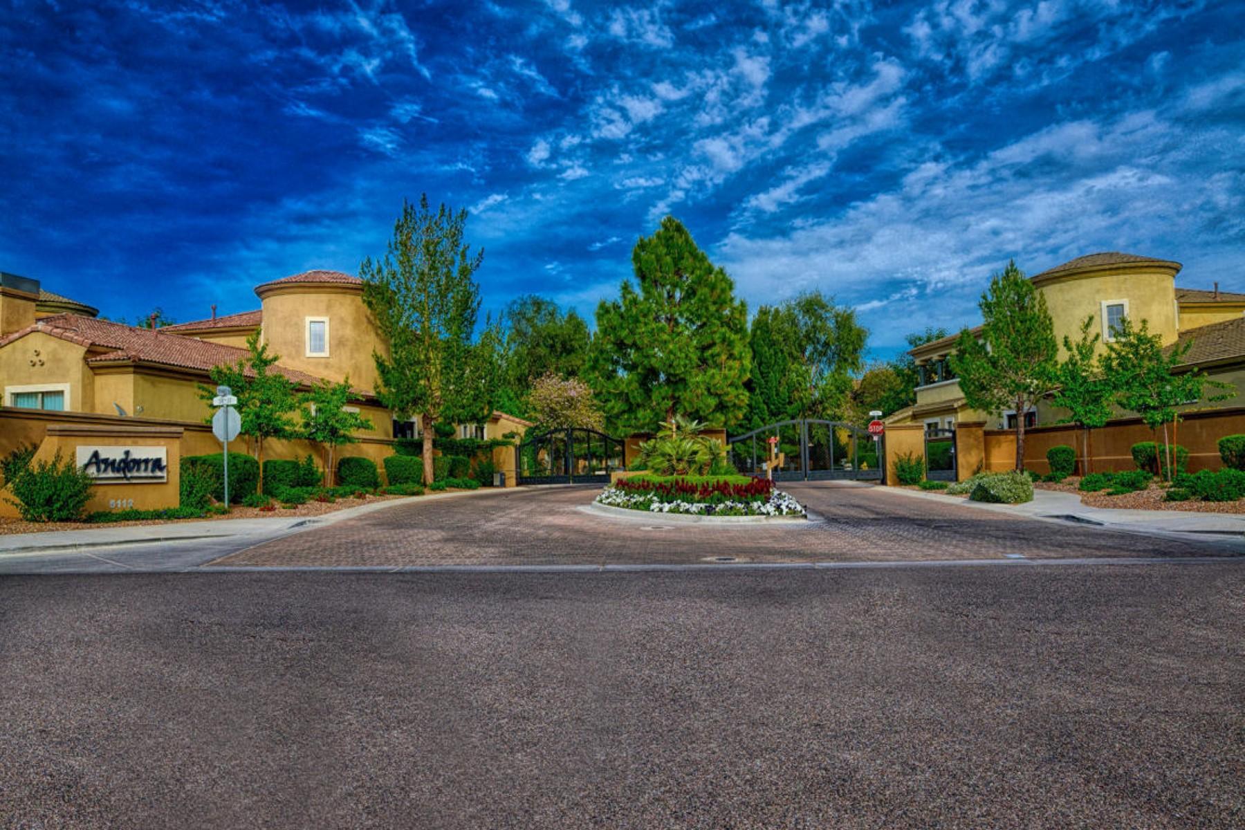 タウンハウス のために 売買 アット Stunning Home in Gated Community 5110 N 34th Way Phoenix, アリゾナ, 85018 アメリカ合衆国