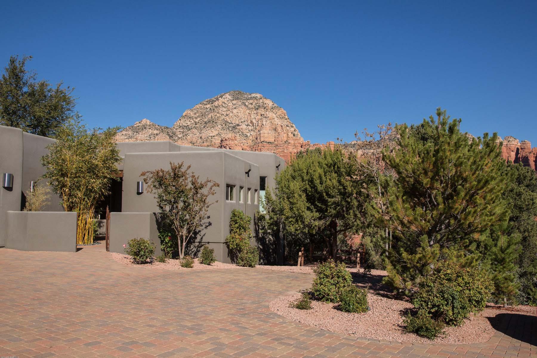 Einfamilienhaus für Verkauf beim Santa Fe style home sits on an elevated lot with panoramic red rock views. 265 Goodrow LN Sedona, Arizona 86336 Vereinigte Staaten