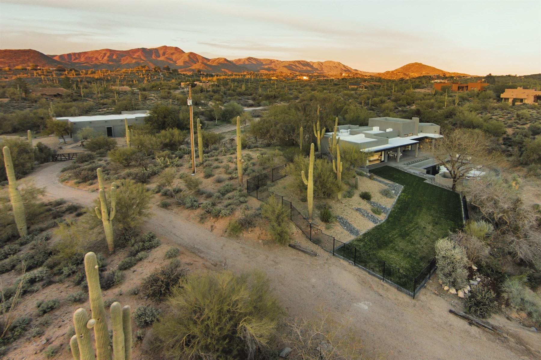 Moradia para Venda às Unique & Private Contemporary Carefree Estate 7777 E Celestial Street Carefree, Arizona 85377 Estados Unidos