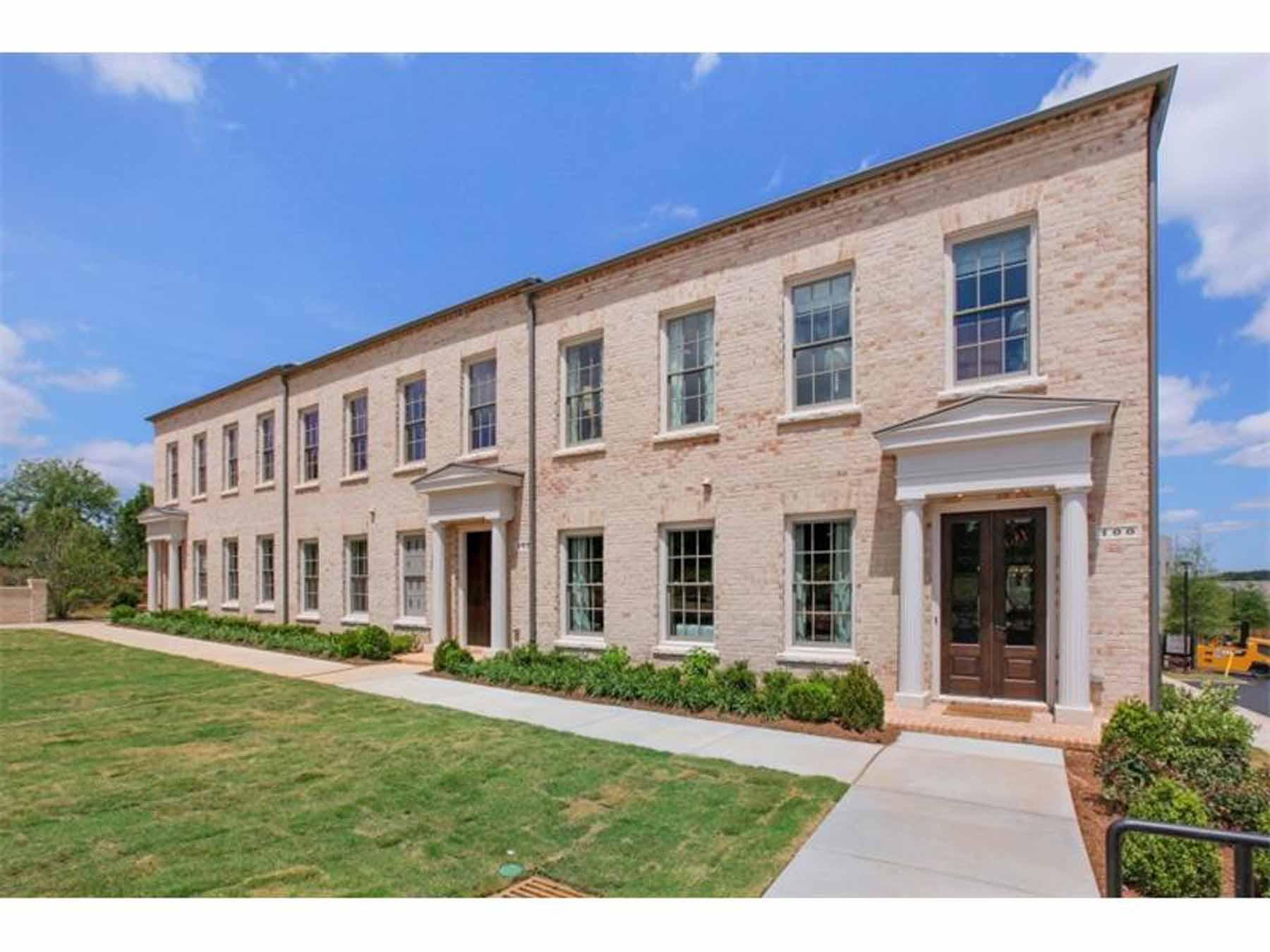 Частный односемейный дом для того Продажа на Luxury Living 100 Grand Crescent Alpharetta, Джорджия 30009 Соединенные Штаты