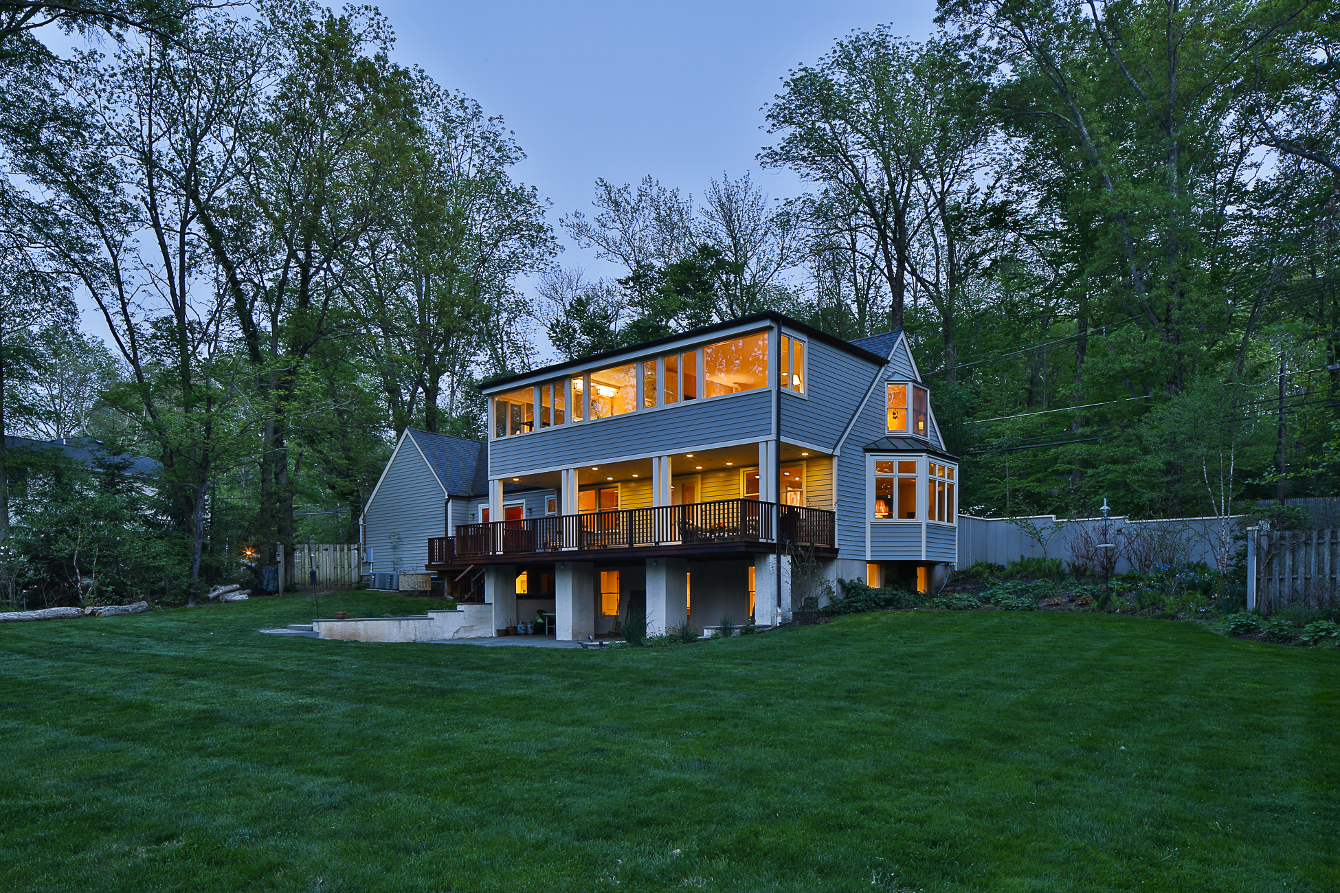 Maison unifamiliale pour l Vente à Thoughtfully Renovated Home In Parklike Setting 81 Pretty Brook Road Princeton, New Jersey 08540 États-Unis