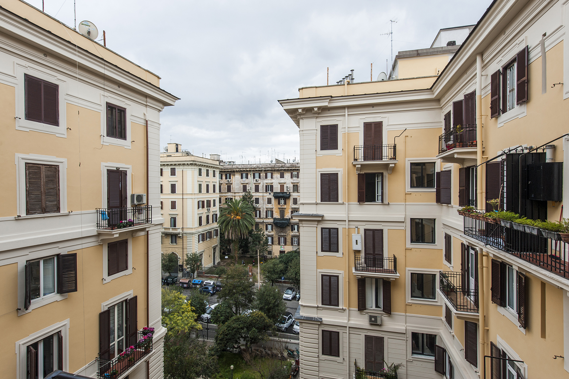 Additional photo for property listing at Modern and elegant apartment next to Villa Borghese Rome, Rome Italy