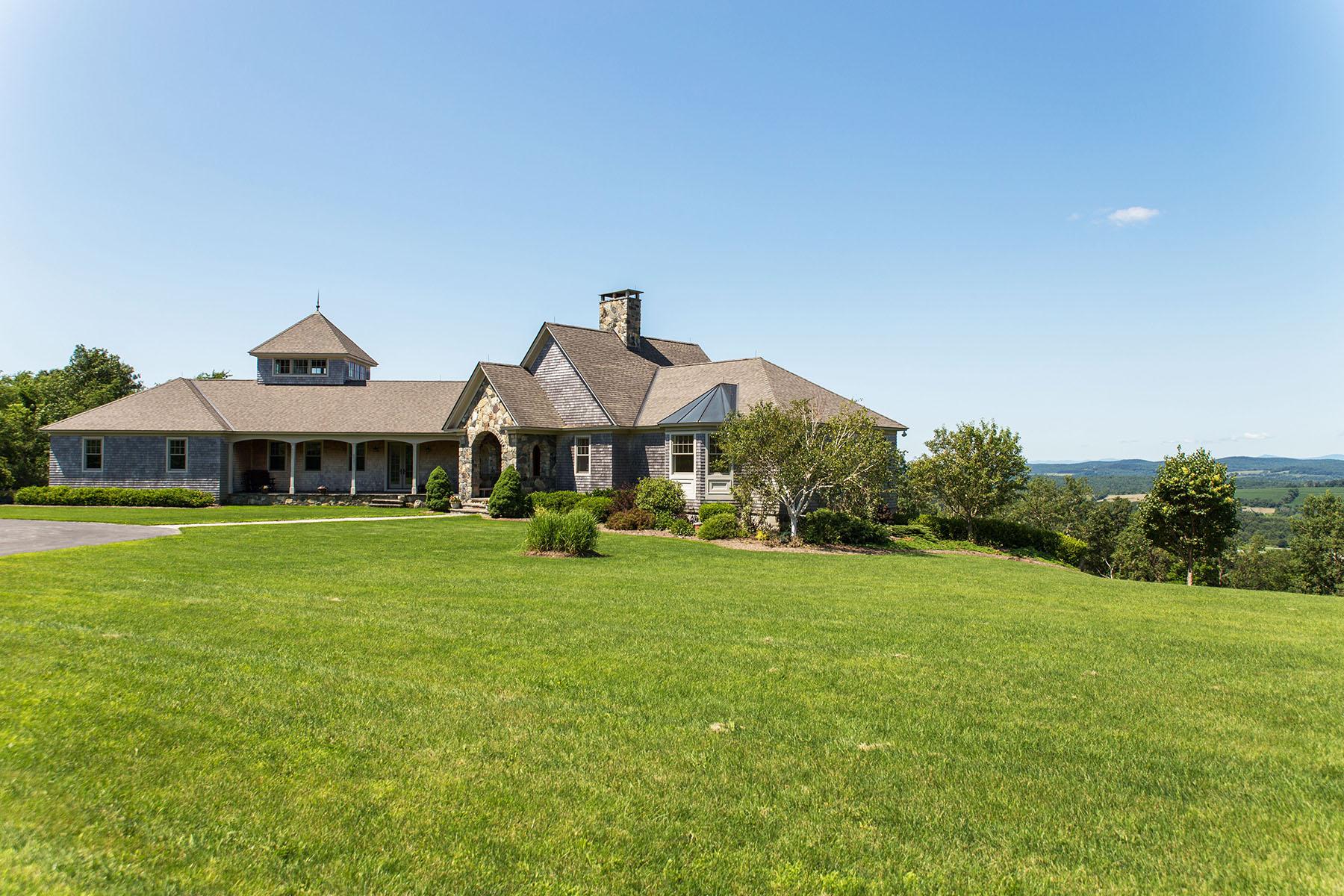 Casa Unifamiliar por un Venta en Magnificent Contemporary Home Surrounded by Panoramic Views 315 Weed Mine Rd. Copake, Nueva York 12516 Estados Unidos
