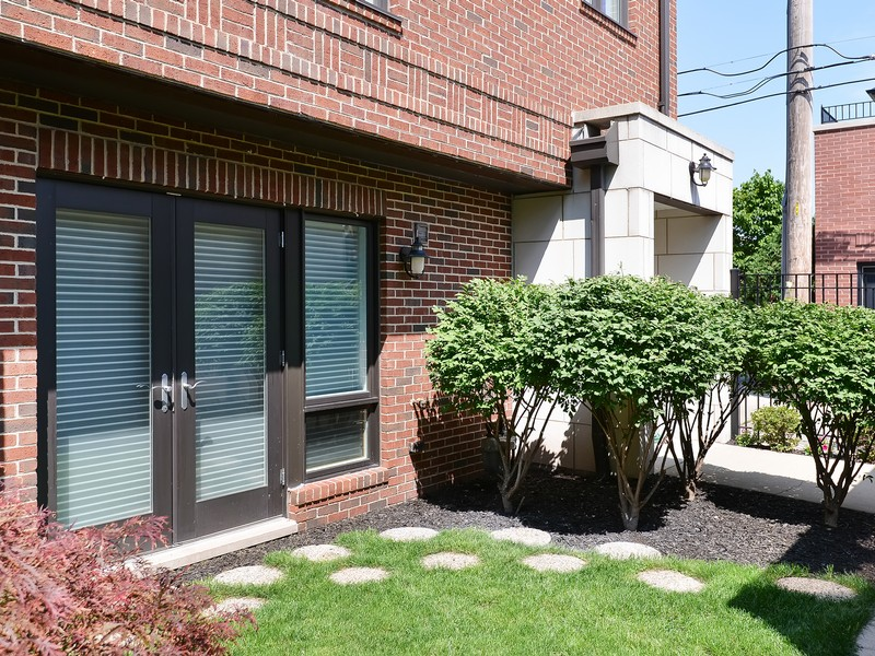 Townhouse for Sale at Bright and Spacious Townhose 1738 W Diversey Unit 5 Lakeview, Chicago, Illinois 60614 United States