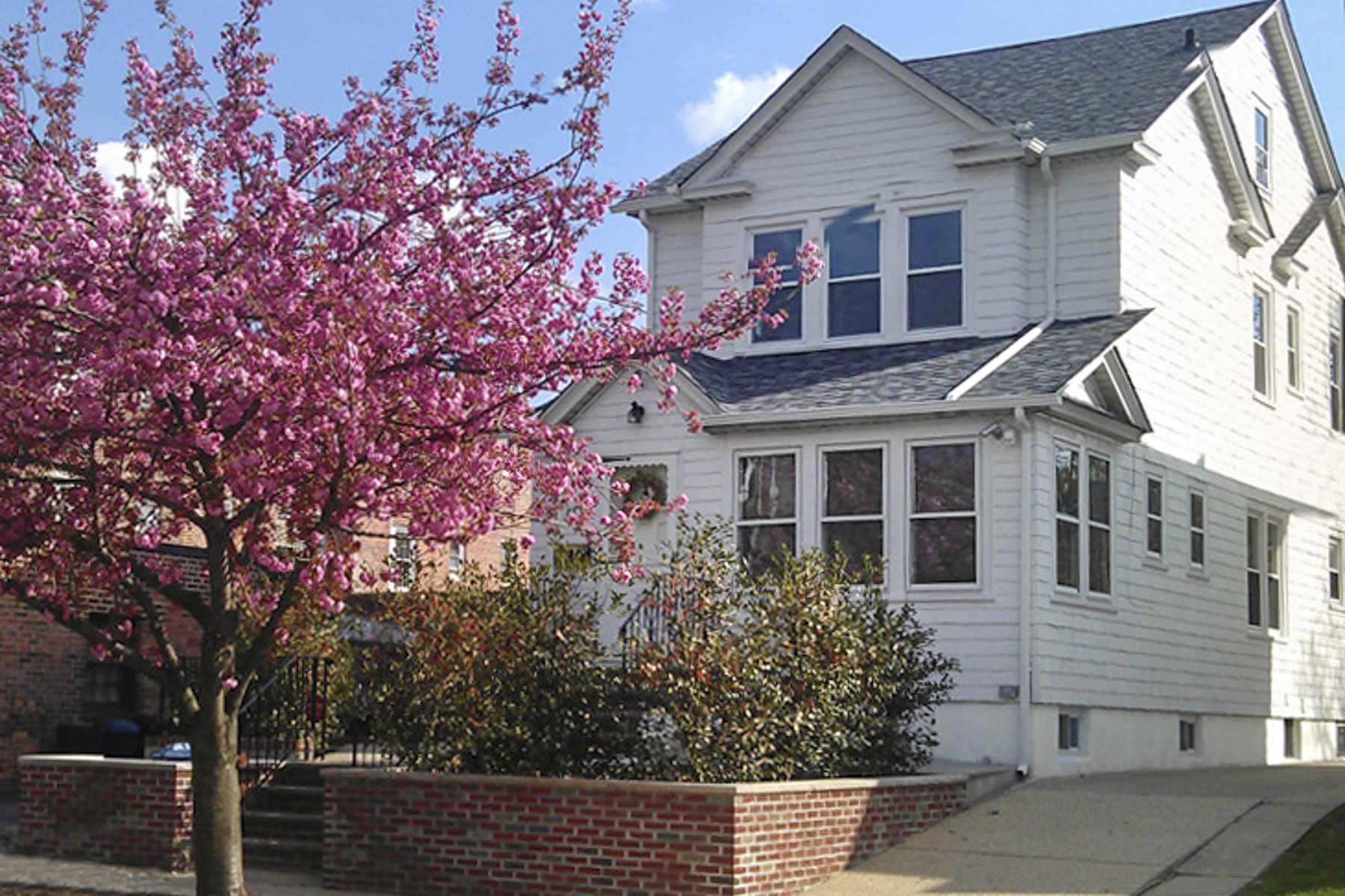 "rentals property at ""CHARMING JUNIOR 4 APAPTMENT"""