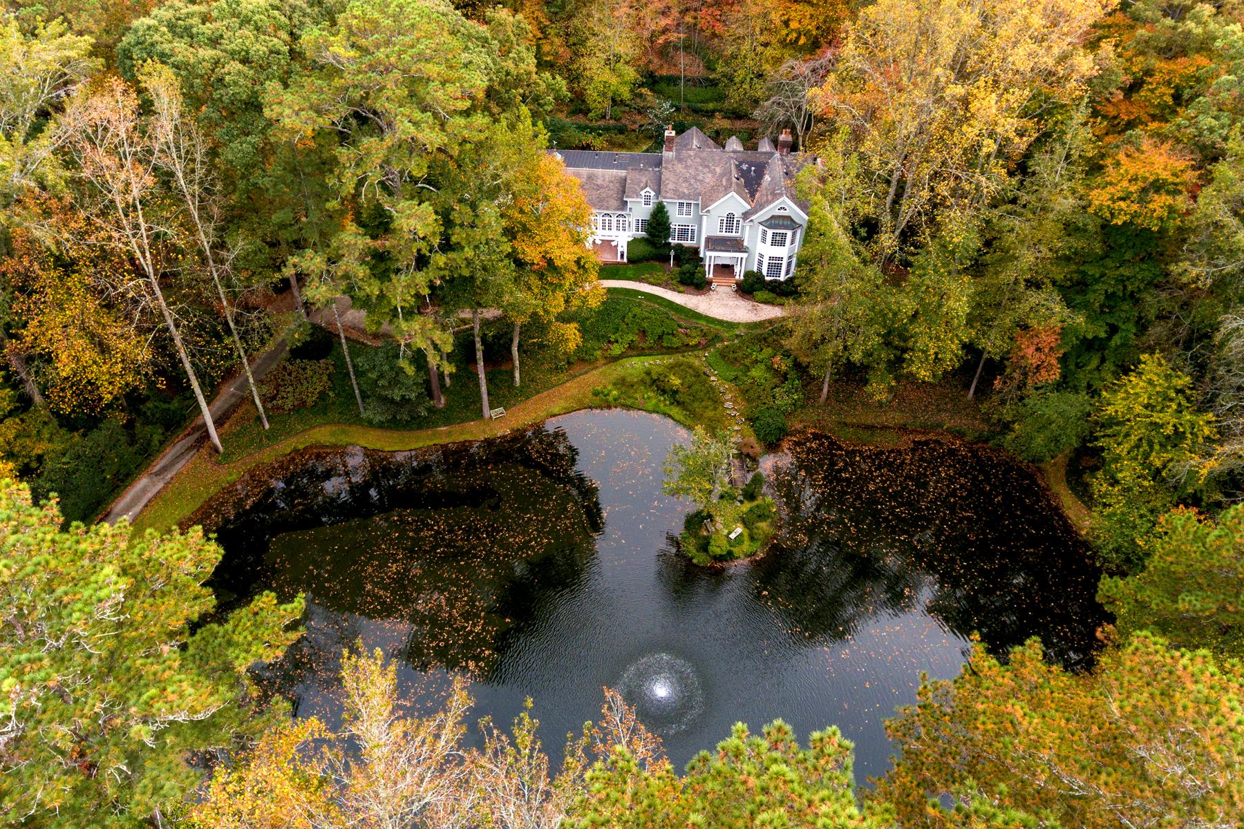 獨棟家庭住宅 為 出售 在 Tranquil Setting Near The Heart Of Vinings Village 2926 Orchard Knob SE Atlanta, 喬治亞州, 30339 美國