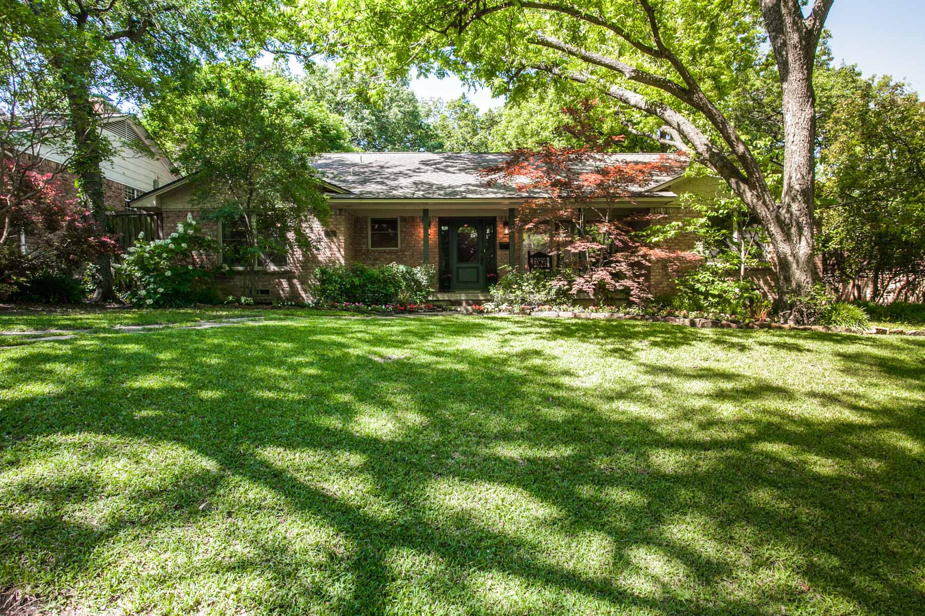 Single Family Home for Sale at Lake Highlands Gem 9254 Cliffmere Drive Dallas, Texas, 75238 United States
