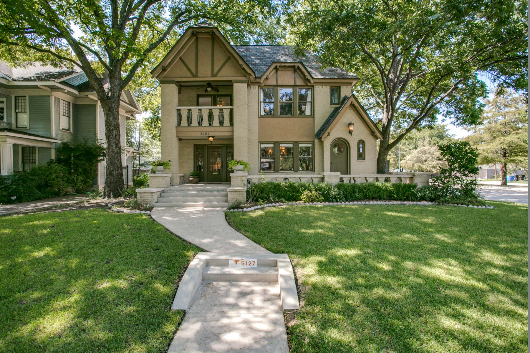Single Family Home for Sale at 5127 Worth Street Dallas, Texas, 75214 United States