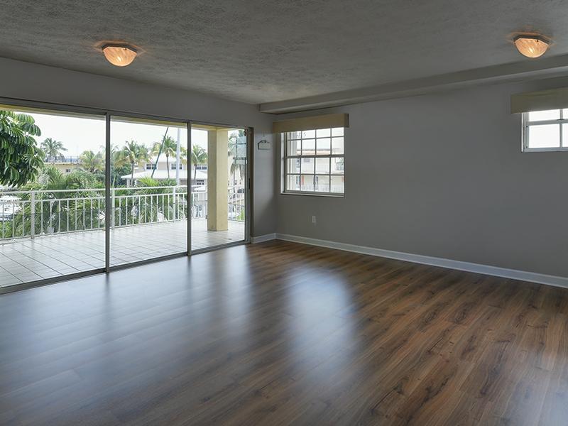 Additional photo for property listing at Port Largo Waterfront Duplex 263 Saint Thomas Ave Key Largo, Florida 33037 Estados Unidos