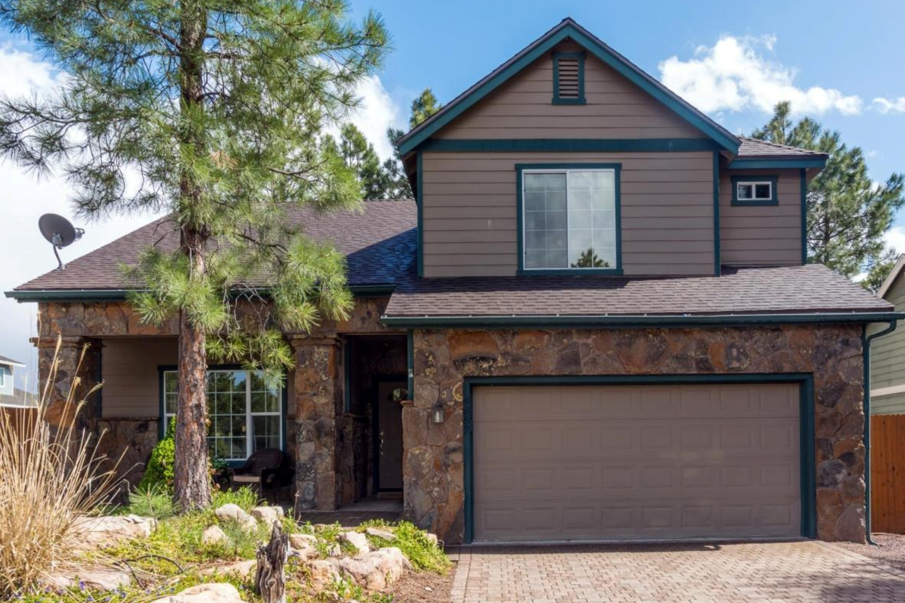 Single Family Home for Sale at Spacious multi level home 4887 S Elves Chasm Trl Flagstaff, Arizona, 86001 United States