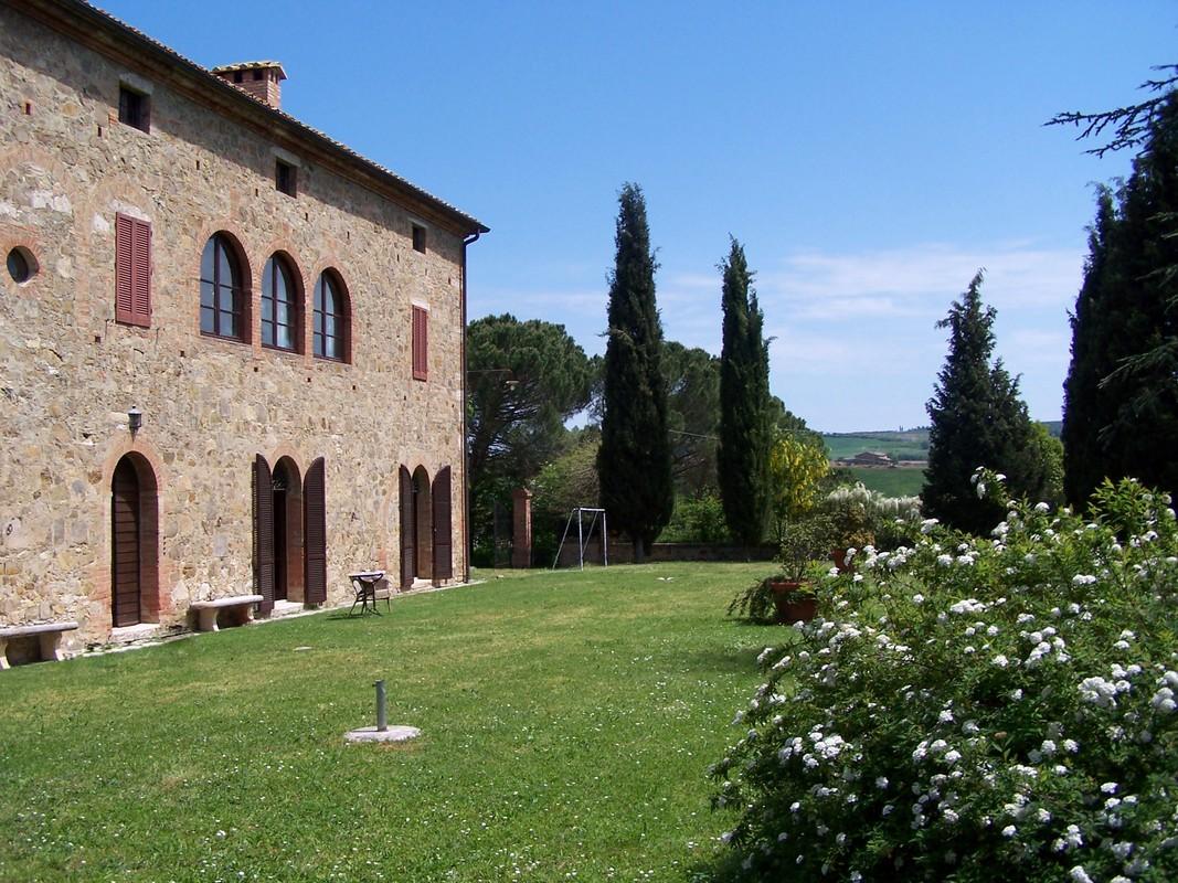 Casa Unifamiliar por un Venta en Beautiful XVI century villa in Siena countryside Montalcino-Val D'Orcia Montalcino, Siena 53024 Italia