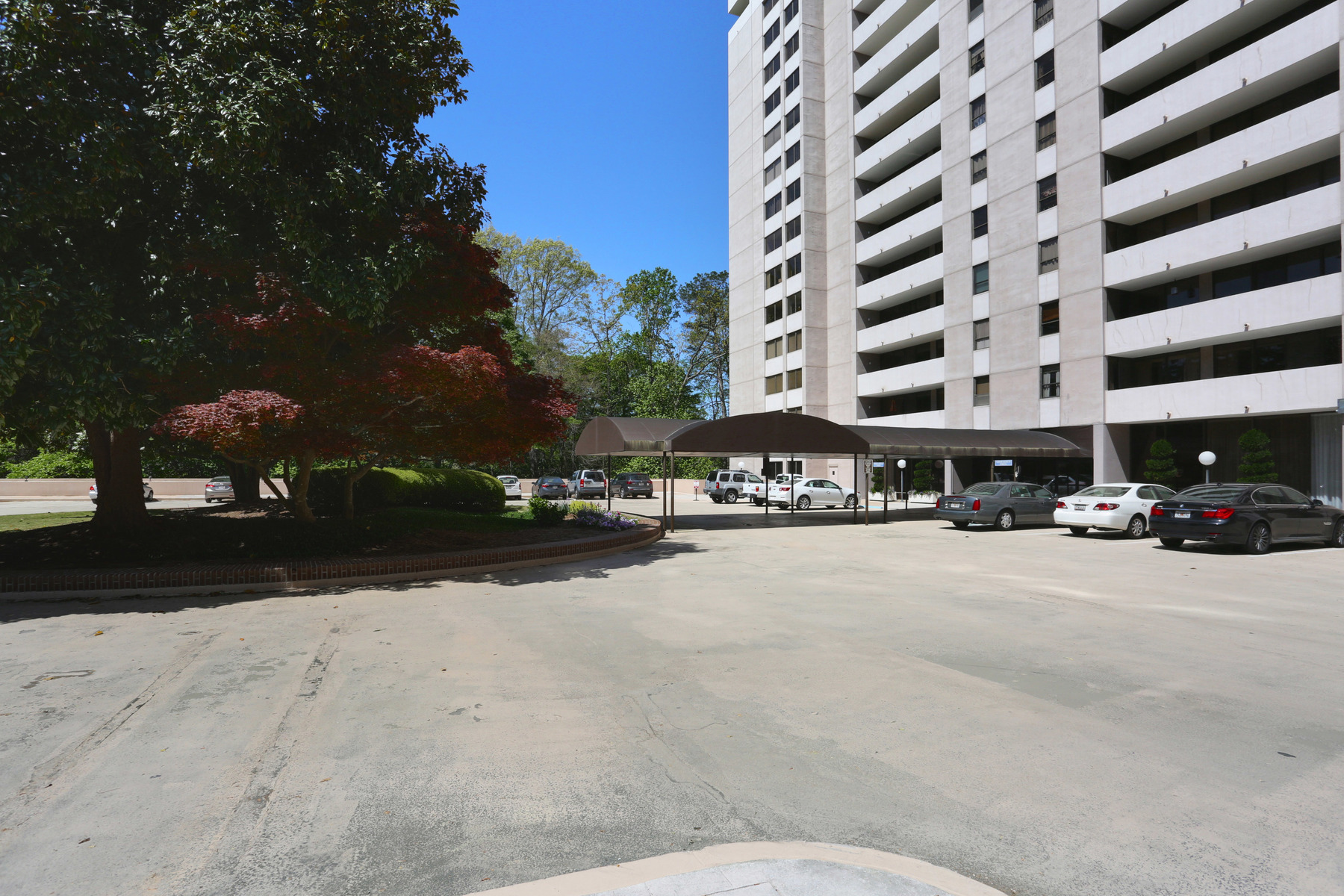 Condomínio para Venda às Spacious Condo in Prime Buckhead Location 3530 Piedmont Rd NE Unit 2-G Atlanta, Geórgia, 30305 Estados Unidos