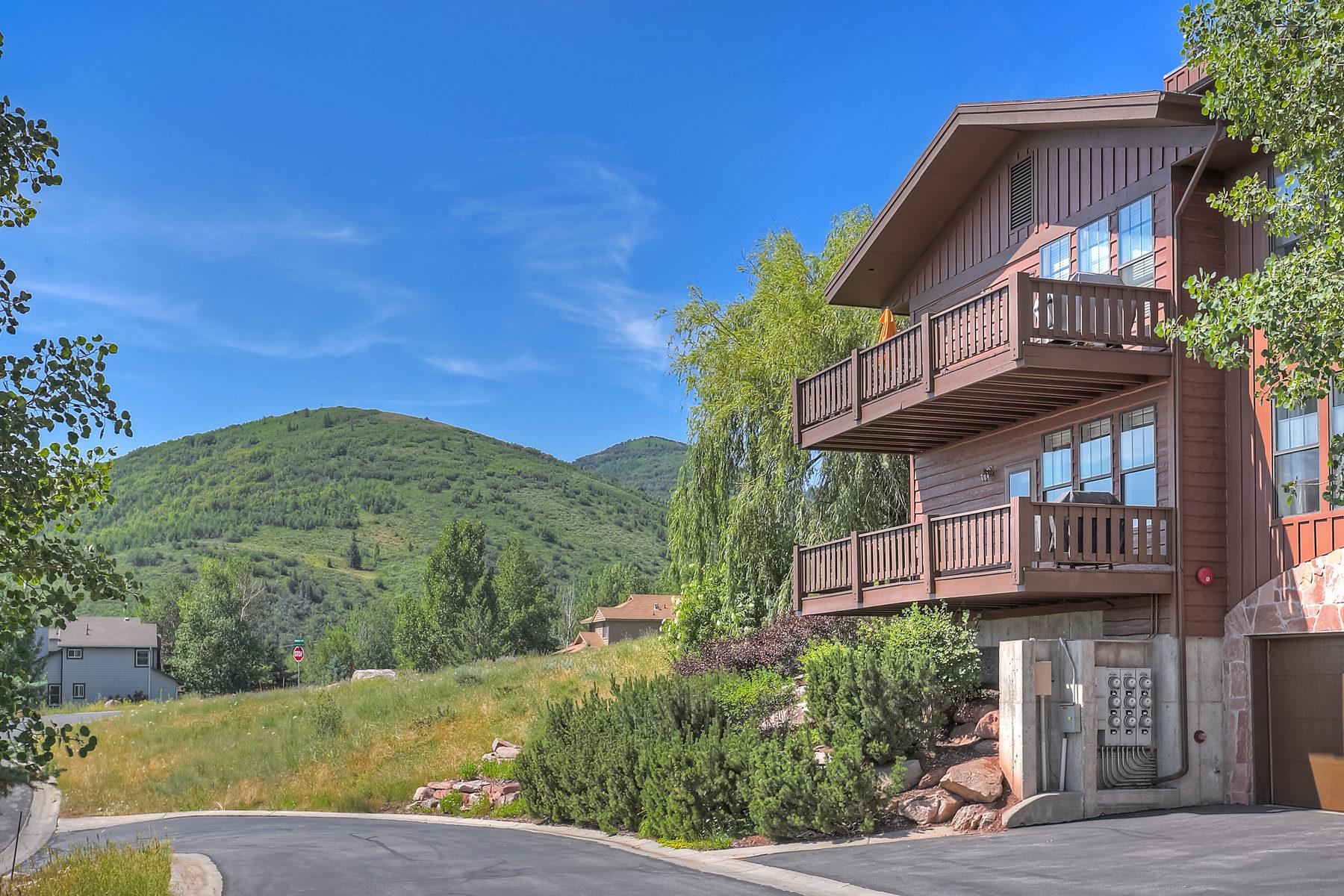 Частный односемейный дом для того Продажа на Immaculate Remodeled 3 Bedroom with Mountain Views 8231 Meadowview Ct Park City, Юта 84098 Соединенные Штаты