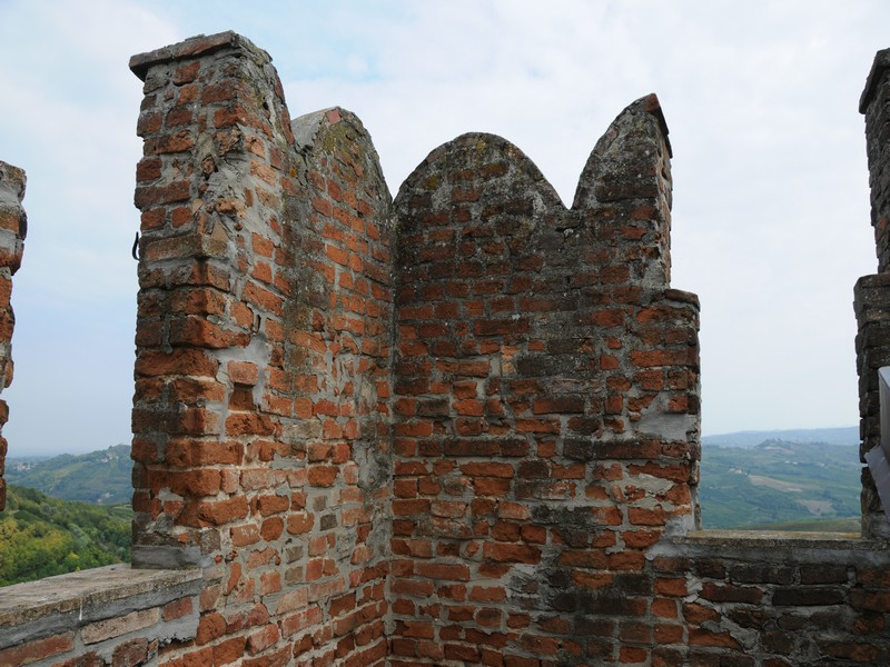 Additional photo for property listing at Ancient castle in the Oltrepo Pavese Pietra de' Giorgi Pietra De Giorgi, Pavia 27040 Italy