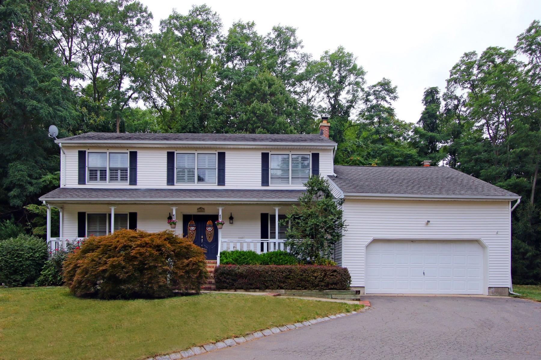 Single Family Home for Sale at Lovely Colonial on Cul de sac 20 Village Green Ct. Middletown, 07748 United States