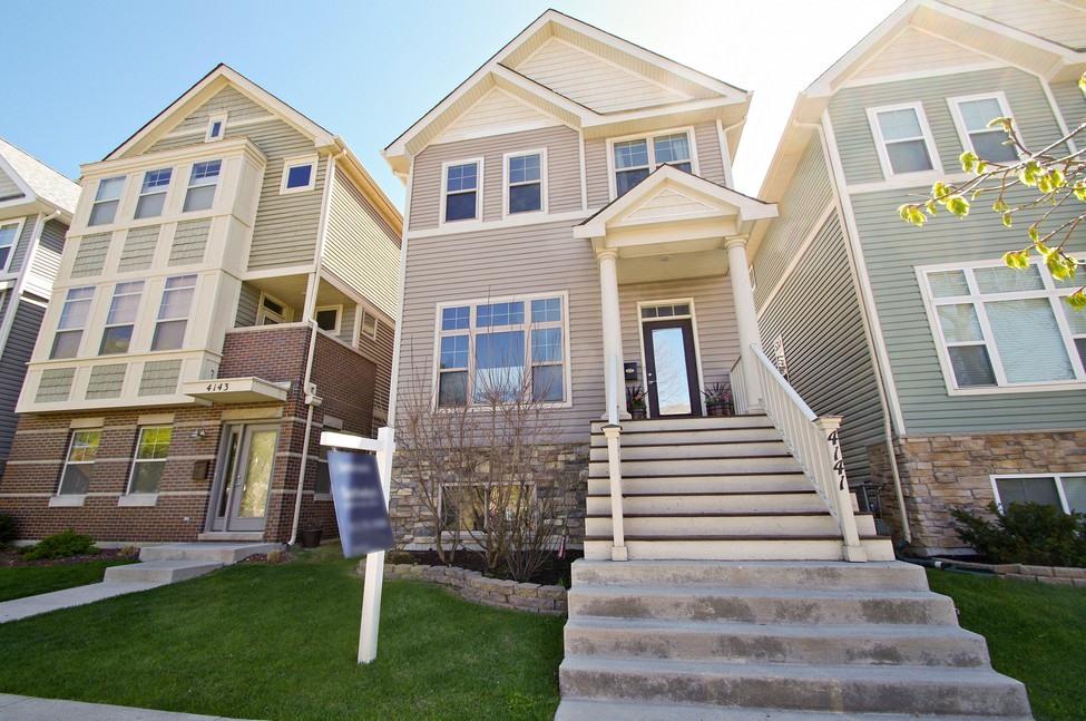 Casa para uma família para Venda às Newer Construction! 4141 North Kilpatrick Avenue North Side, Chicago, Illinois 60641 Estados Unidos