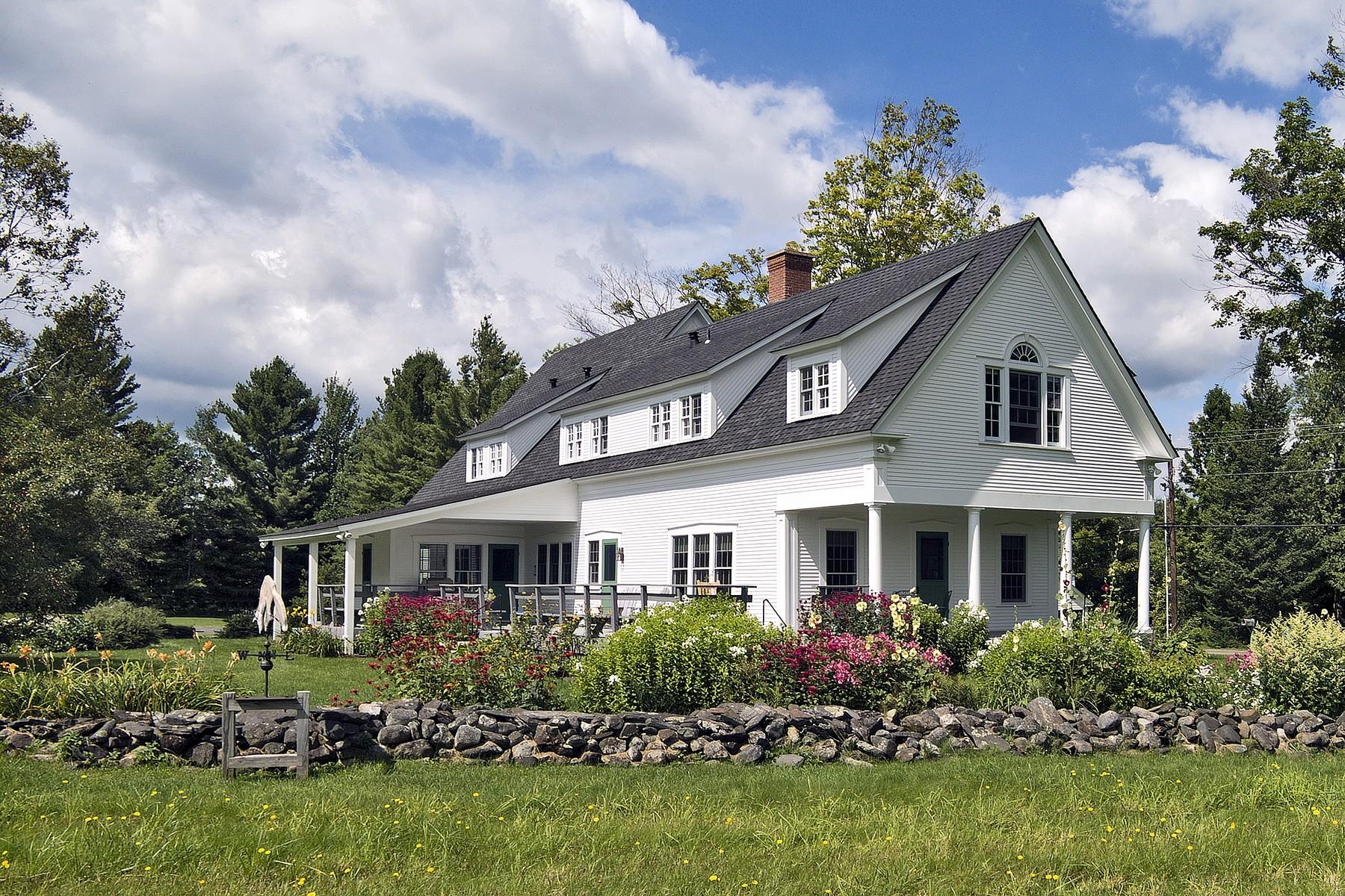 Casa Unifamiliar por un Venta en Fox Meadow Farm One of the Loveliest Vermont Lake 1863 Lake Shore Rd Greensboro, Vermont 05841 Estados Unidos