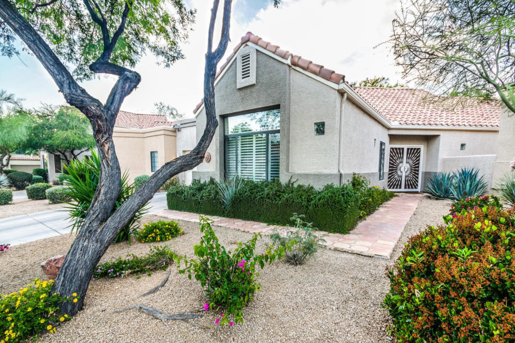 Townhouse for Sale at Charming three bedroom single level patio home. 23540 N 75th PL Scottsdale, Arizona 85255 United States