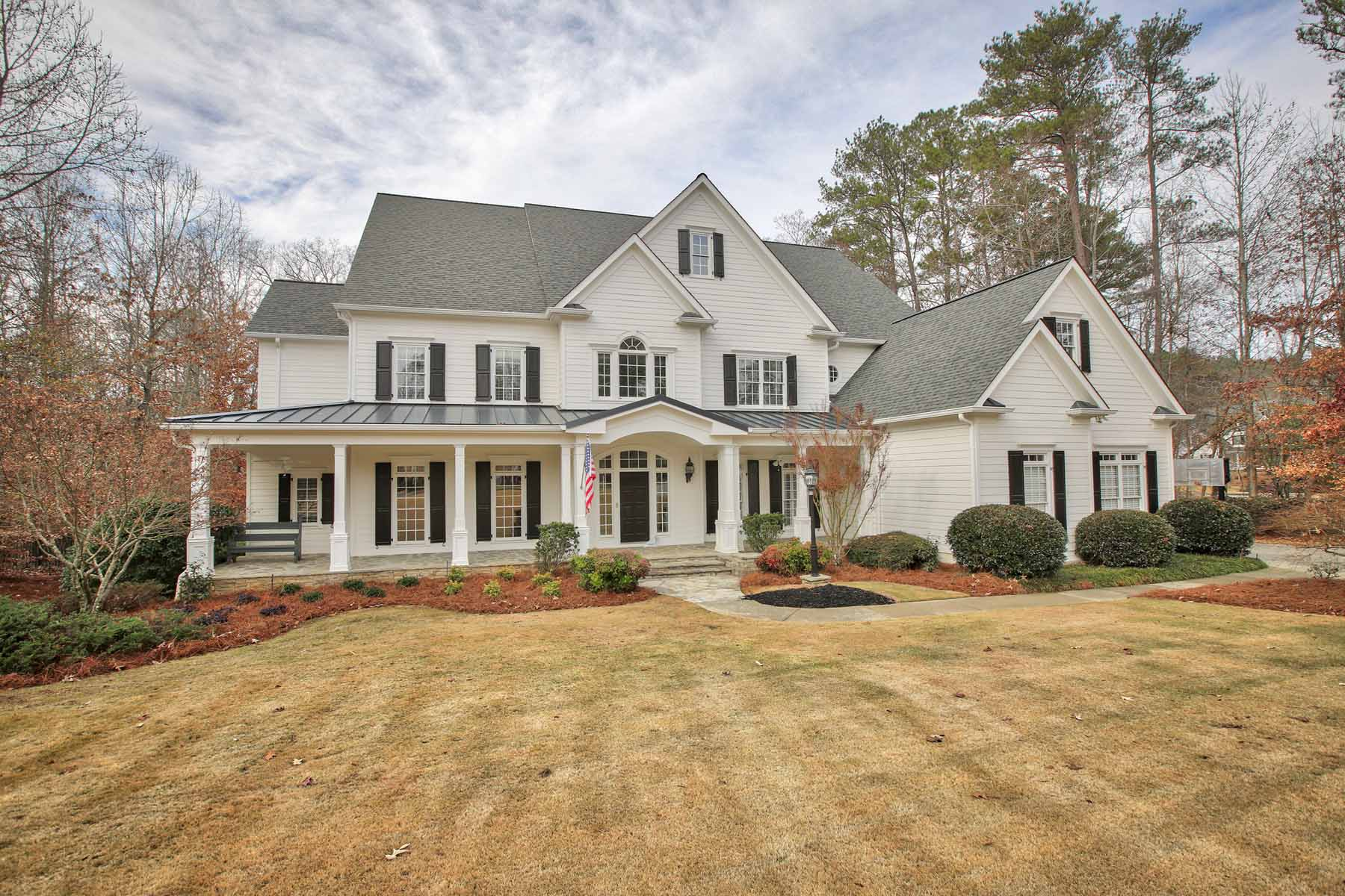 단독 가정 주택 용 매매 에 Custom Built Estate Farmhouse in Gated Community 310 Lake Bend Court Alpharetta, 조지아, 30004 미국