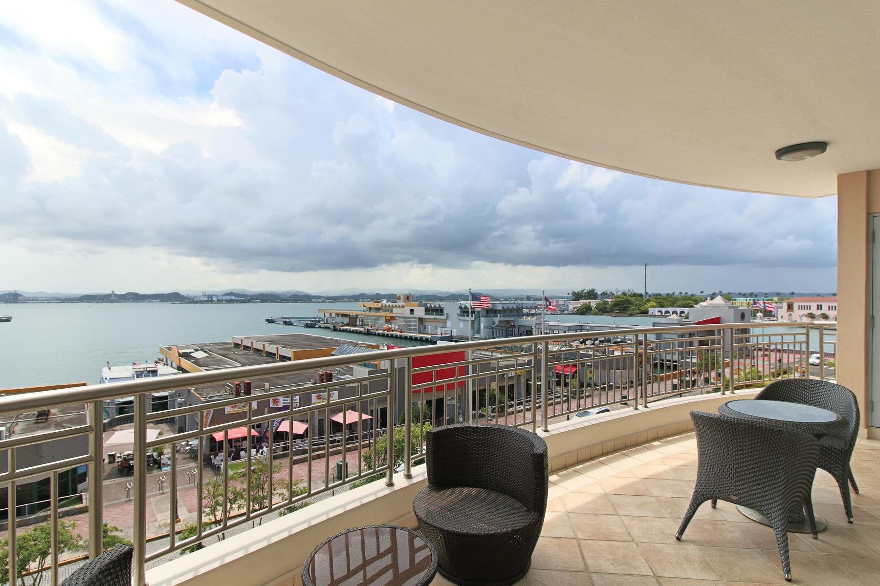 Additional photo for property listing at Alluring Contemporary at Harbor Plaza 105 Paseo Gilberto Concepcion de Gracia Apt 403 San Juan, Puerto Rico 00901 Puerto Rico