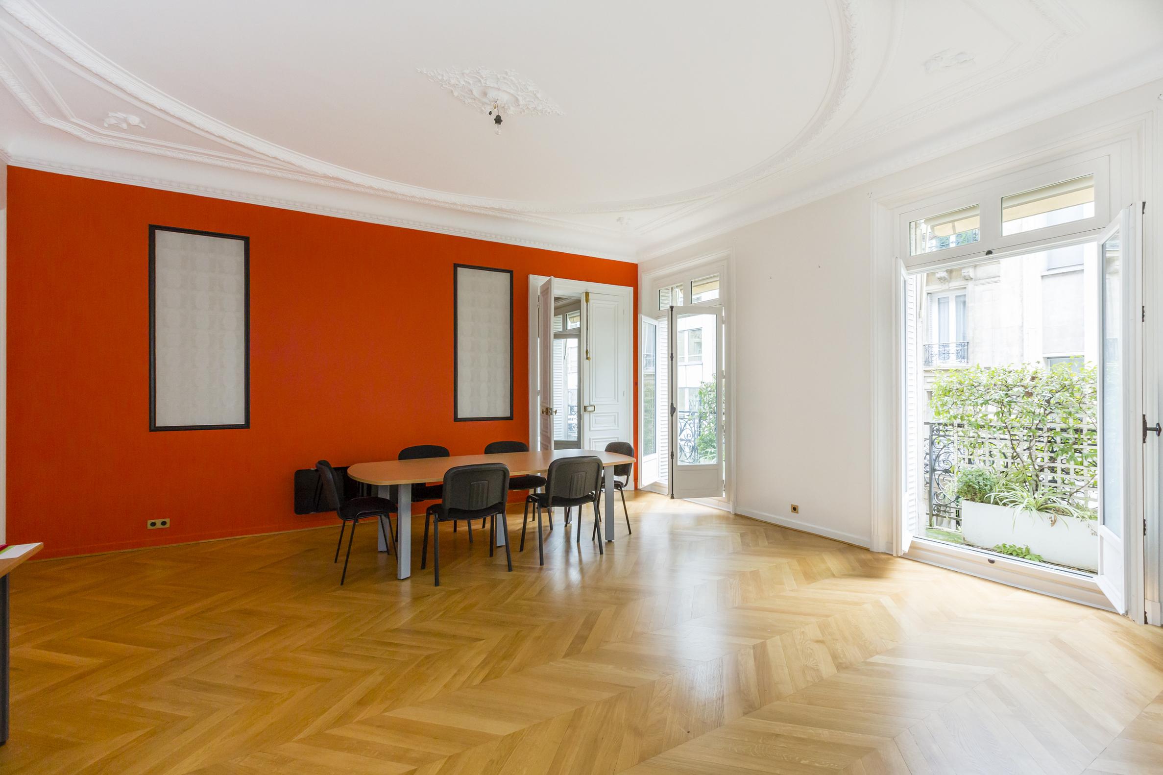 Appartement pour l Vente à Rue Bassano / Iena Paris, Paris 75116 France