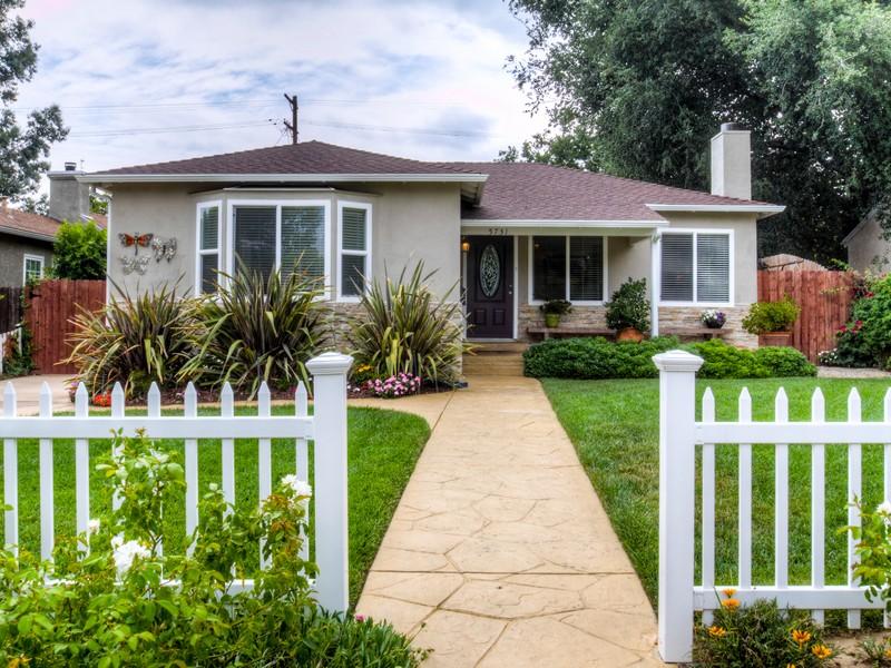 Single Family Home for Sale at 5731 Tobias Ave Sherman Oaks, California 91411 United States