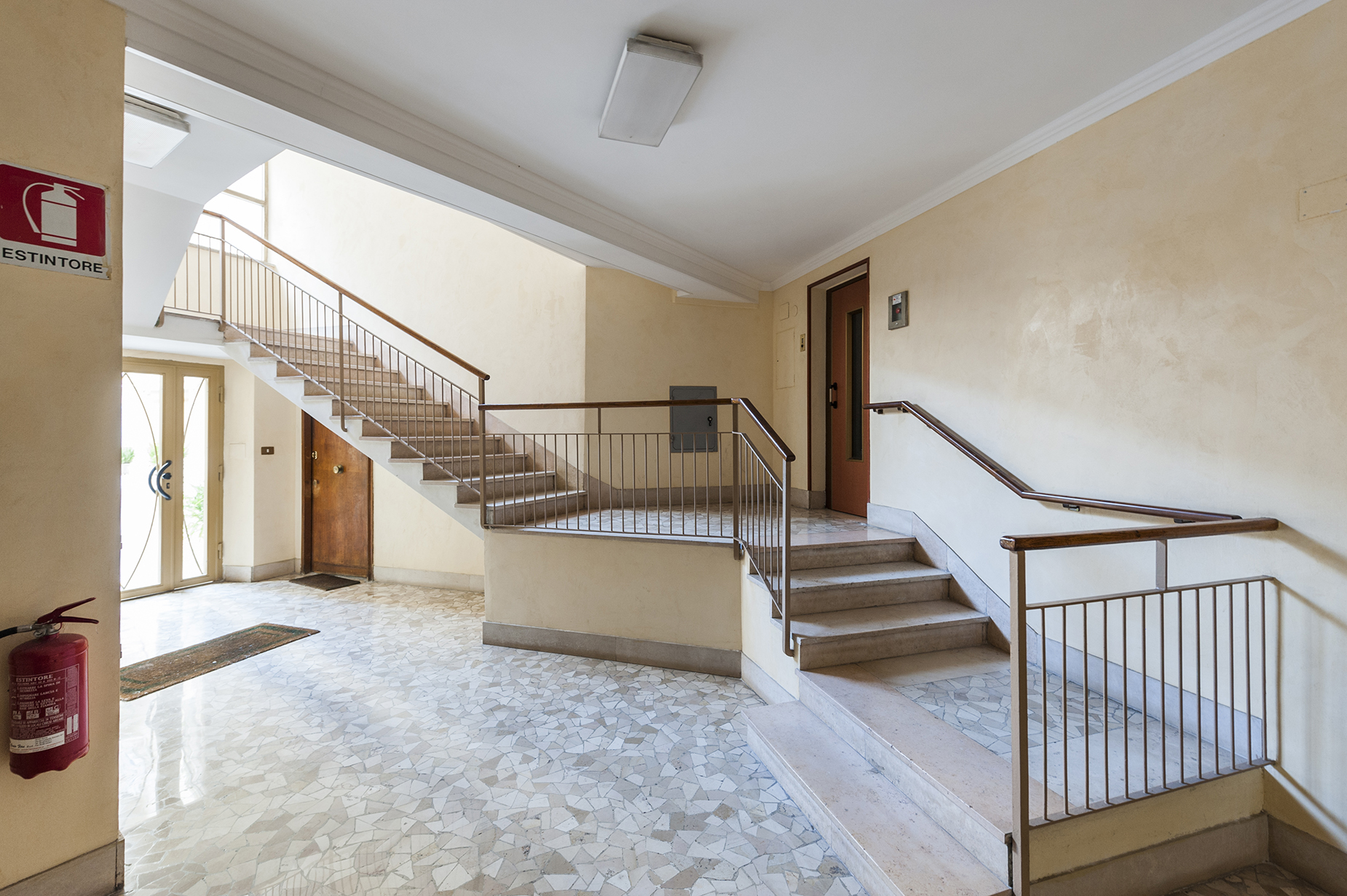 Additional photo for property listing at Renovated apartment in the Prati neighborhood Via Costabella Rome, Rome 00195 Italien