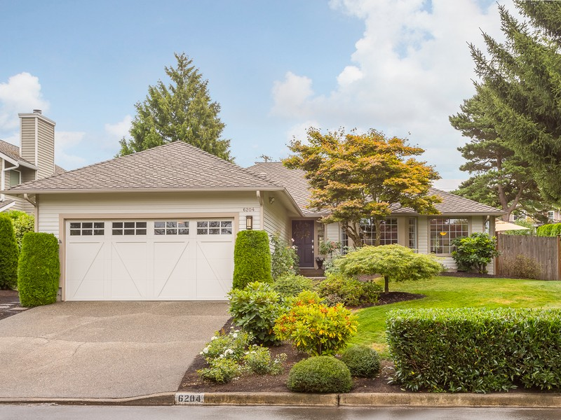 Single Family Home for Sale at Gorgeous Updated Houghton Home 6204 110Th AVE NE Kirkland, Washington 98033 United States