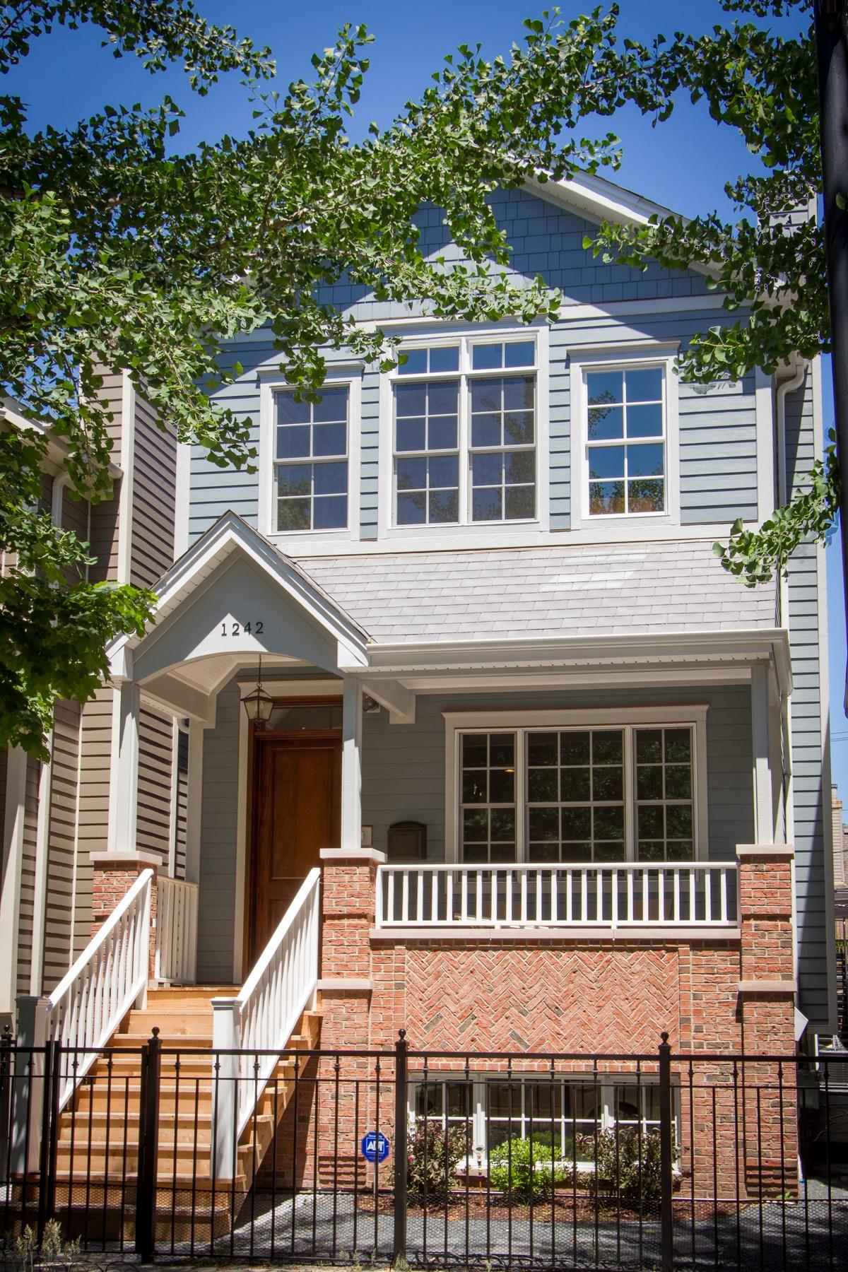 Nhà ở một gia đình vì Bán tại New Construction Hardieboard Home 3223 N Hoyne Avenue North Center, Chicago, Illinois, 60618 Hoa Kỳ