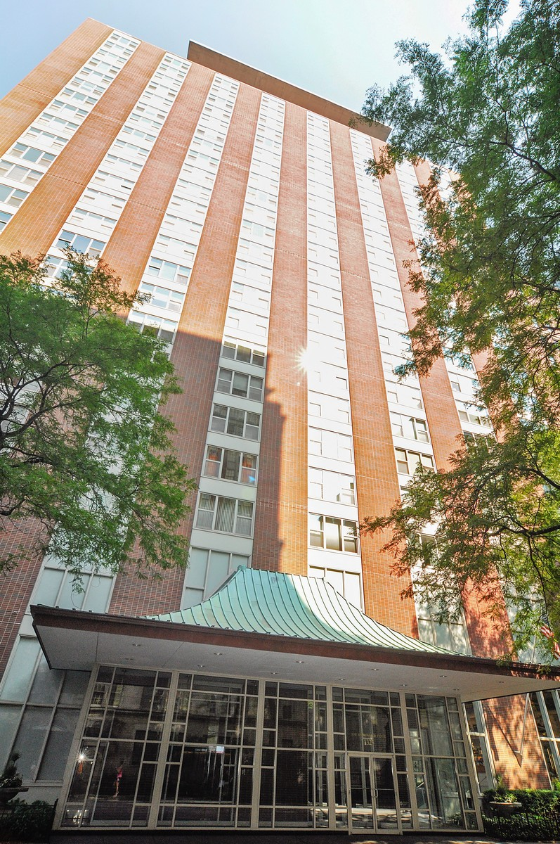 Condominium for Sale at Chic and Classy Corner Unit 1325 N State Parkway Unit 7F Near North Side, Chicago, Illinois, 60610 United States