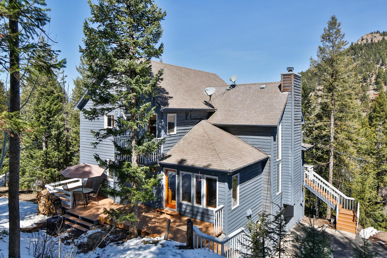 独户住宅 为 销售 在 Gorgeous Mountain Setting! 5495 South Twin Spruce Drive 埃弗格林, 科罗拉多州, 80439 美国