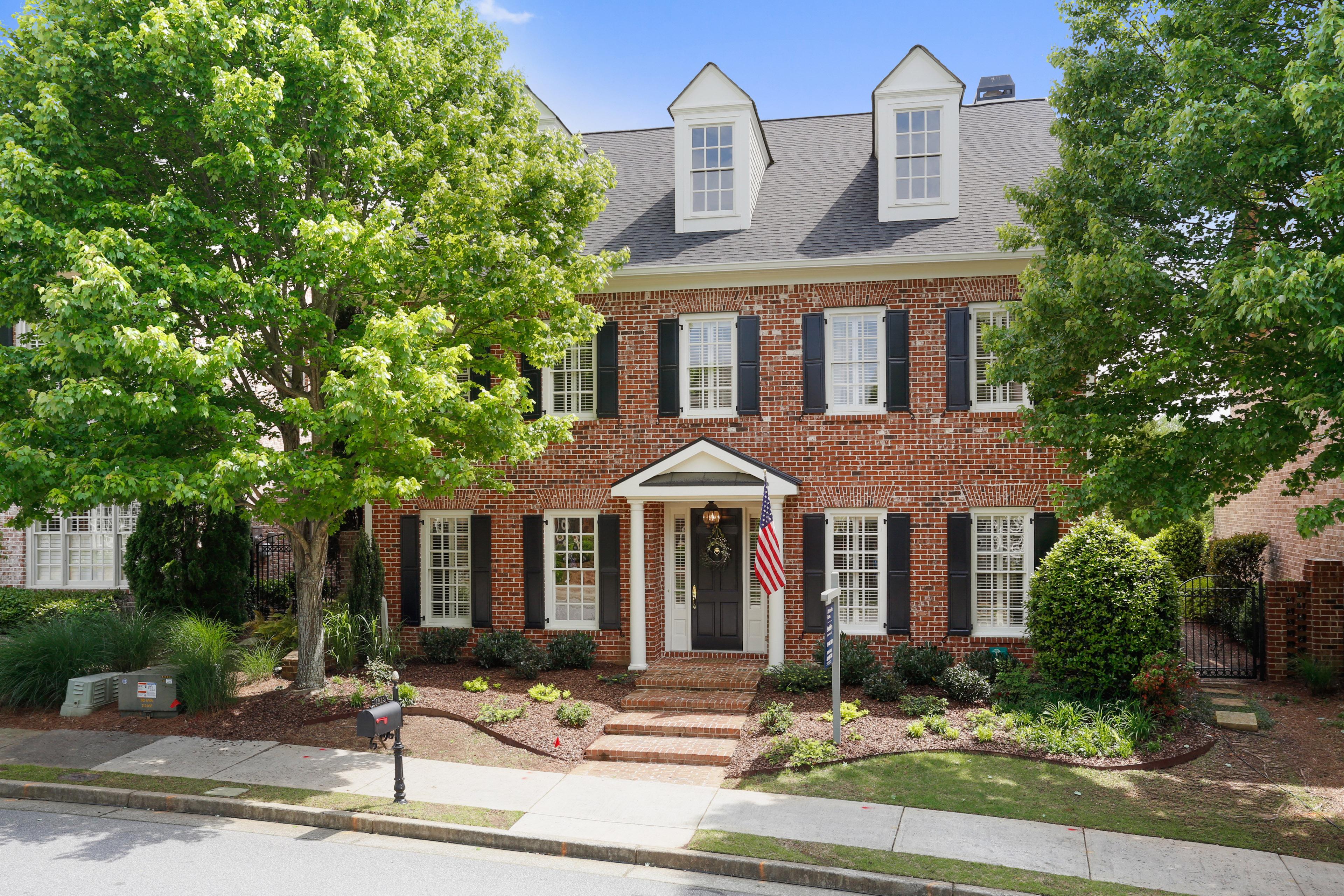 獨棟家庭住宅 為 出售 在 Updated Brick Home in Sought After Palisades 1015 Ambrose Avenue Alpharetta, 喬治亞州, 30022 美國