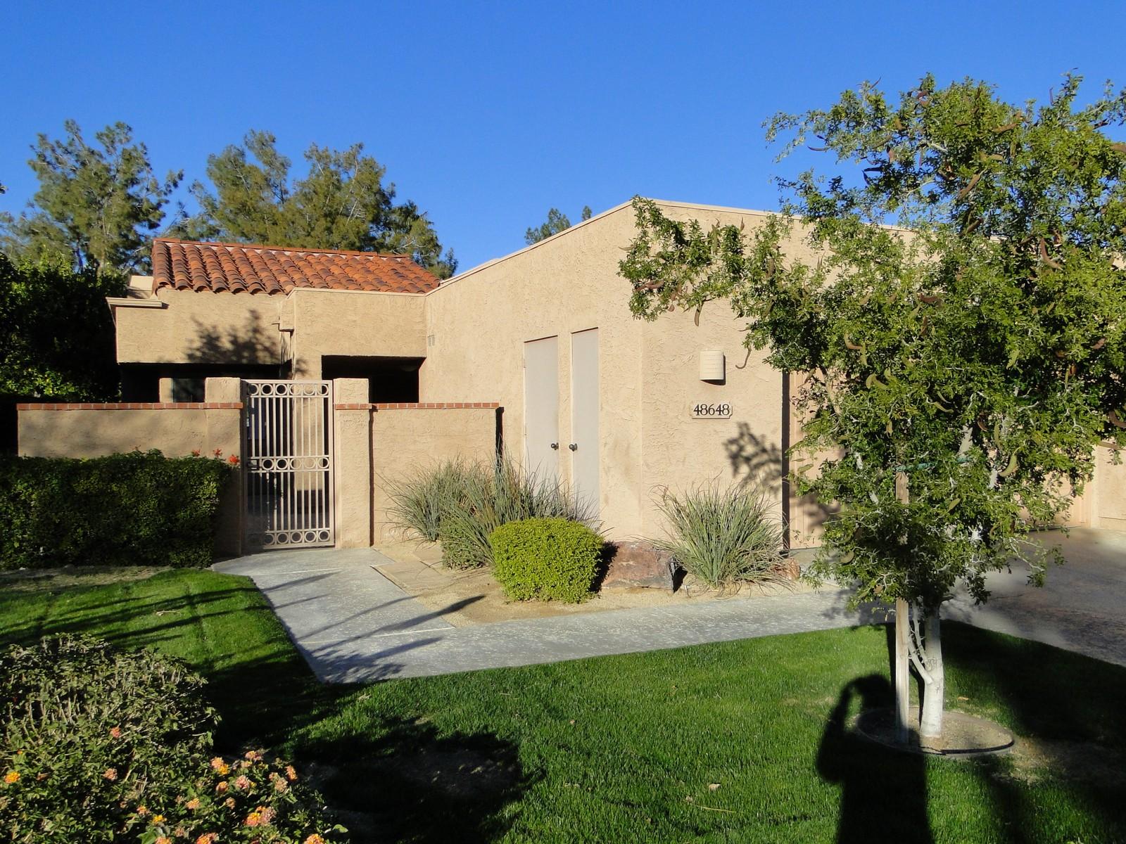 共管式独立产权公寓 为 销售 在 48648 Wolfberry Court Palm Desert, 加利福尼亚州, 92260 美国