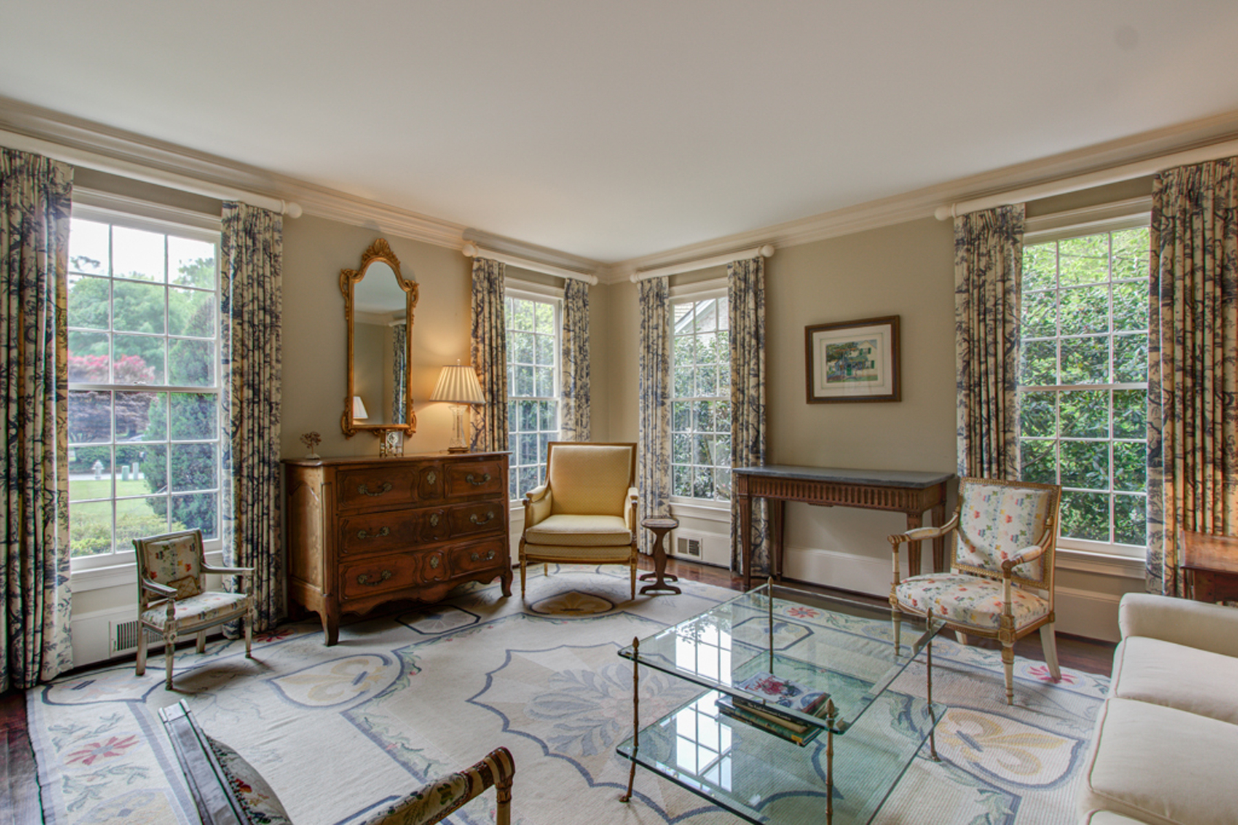 Additional photo for property listing at French Inspired Home In Historic Brookhaven 916 Club Station Drive NE Atlanta, Georgien 30319 Usa
