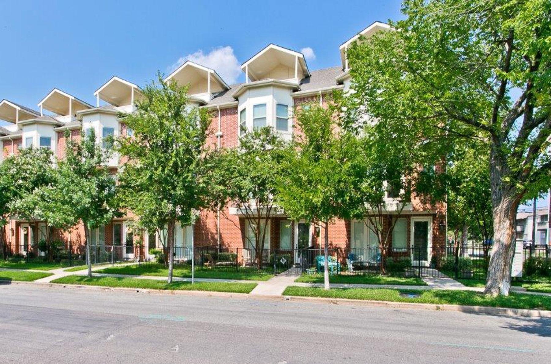 Piso por un Venta en Condo in the Heart of Oak Lawn 4502 Holland Avenue #104 Dallas, Texas 75219 Estados Unidos