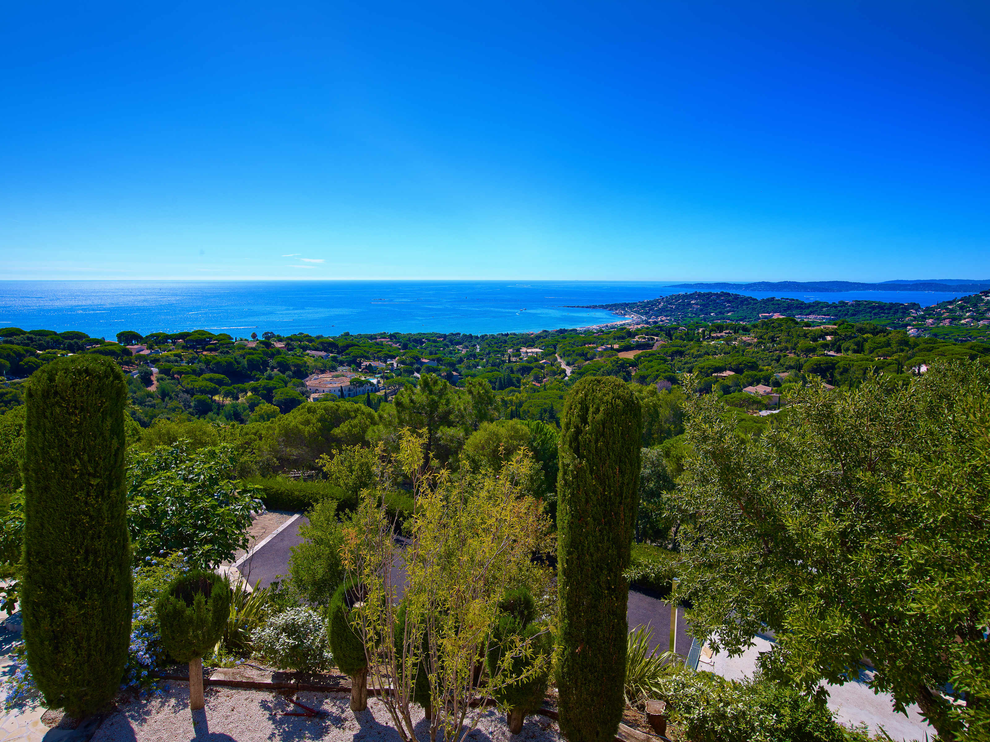 Single Family Home for Sale at Luxurious villa within a private estate with breathtaking sea views Sainte Maxime, Provence-Alpes-Cote D'Azur 83120 France