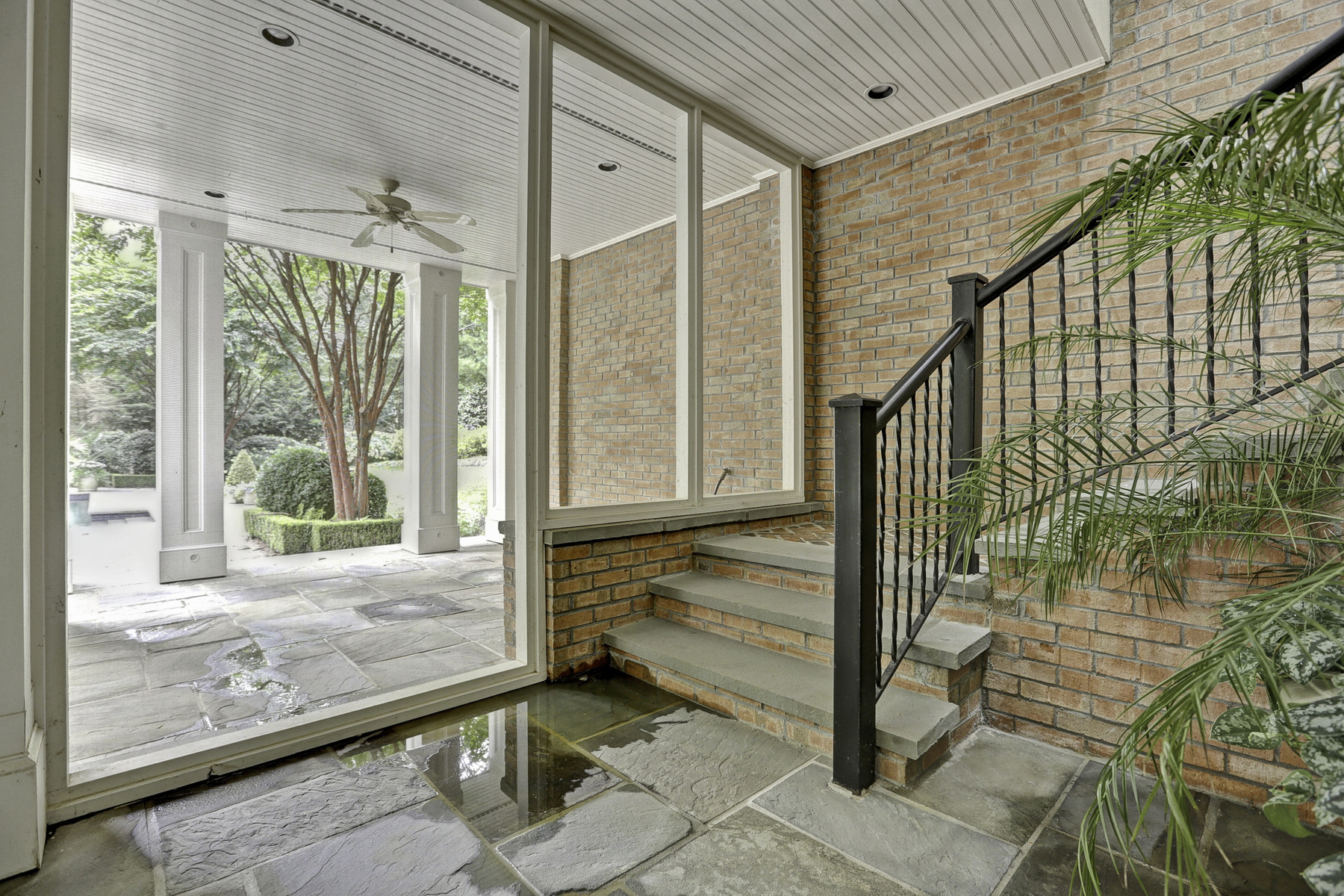 Additional photo for property listing at Renovated Brick Home In Sandy Springs With Pool And English Gardens 5660 Glen Errol Road Atlanta, Georgia 30327 Stati Uniti