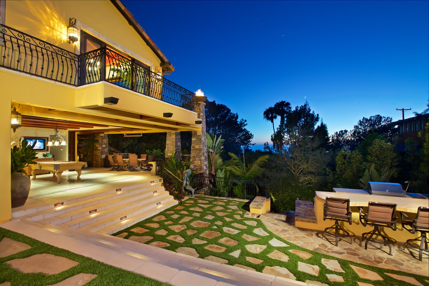 Single Family Home for Sale at 1440 Crest Road Del Mar, California 92014 United States