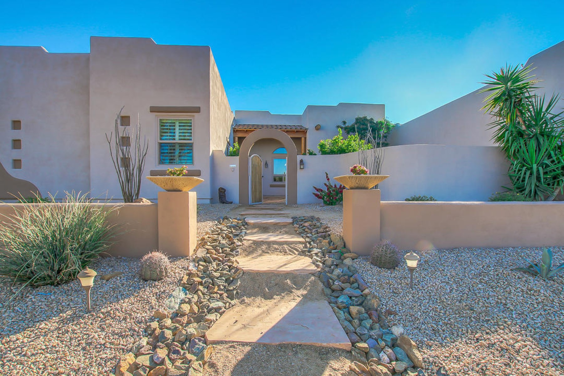 Single Family Home for Sale at Custom home living at its finest on 1.5 acres 5533 E Lone Mountain Rd Cave Creek, Arizona 85331 United States