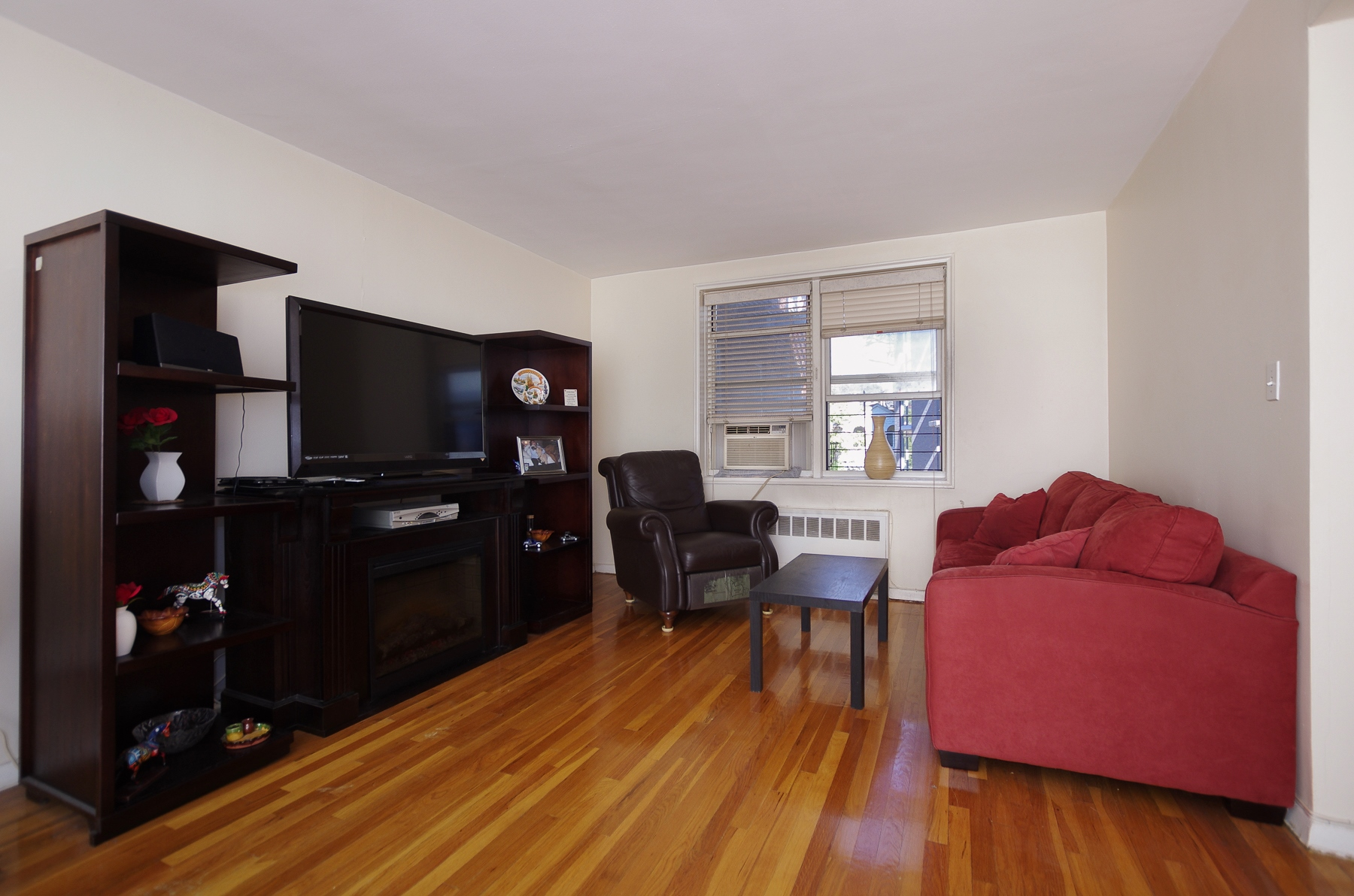 Co-op for Sale at Open House by Appointment. Call 917.414.6344. Large & Bright 1 BR 525 West 236 Street 5J Riverdale, New York, 10463 United States