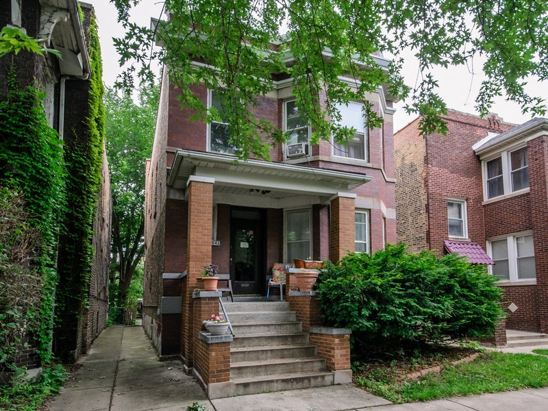 Casa Multifamiliar por un Venta en Charming 2 Flat 3042 W Eastwood Avenue Lincoln Square, Chicago, Illinois 60625 Estados Unidos